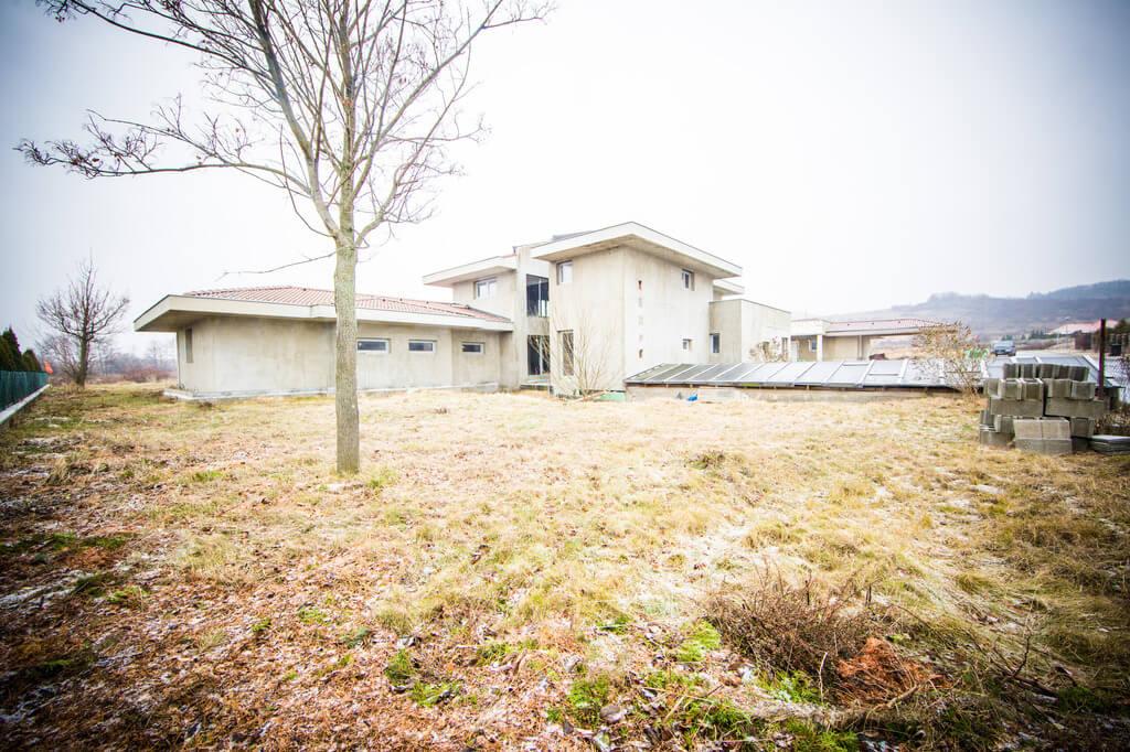 Predané: Rozostavaná luxusná vila na konci Limbachu-36