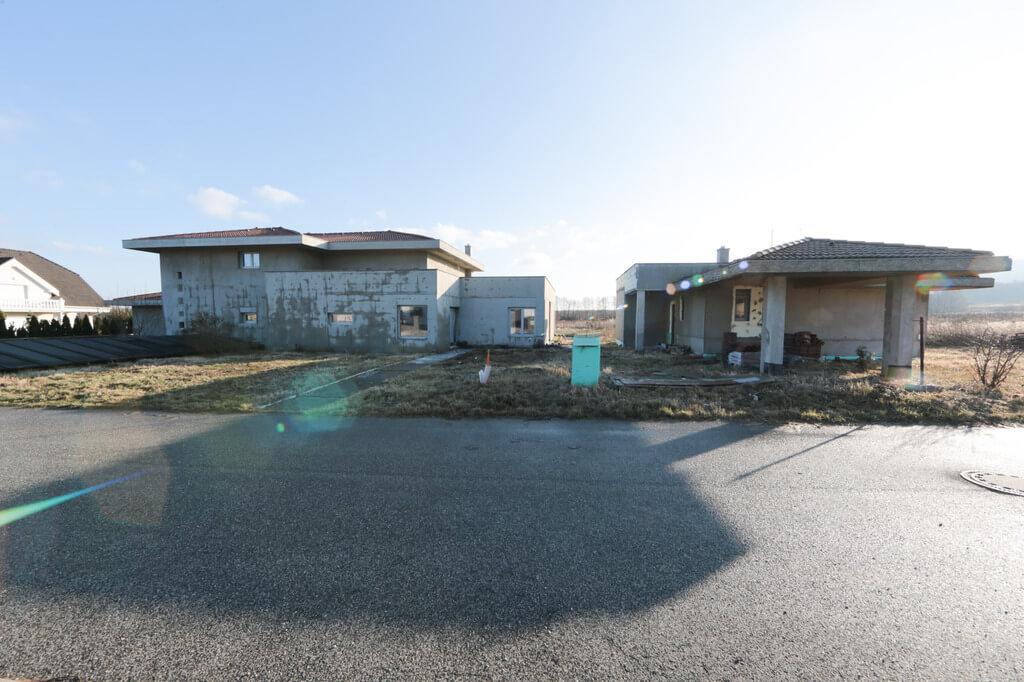 Predané: Rozostavaná luxusná vila na konci Limbachu-29