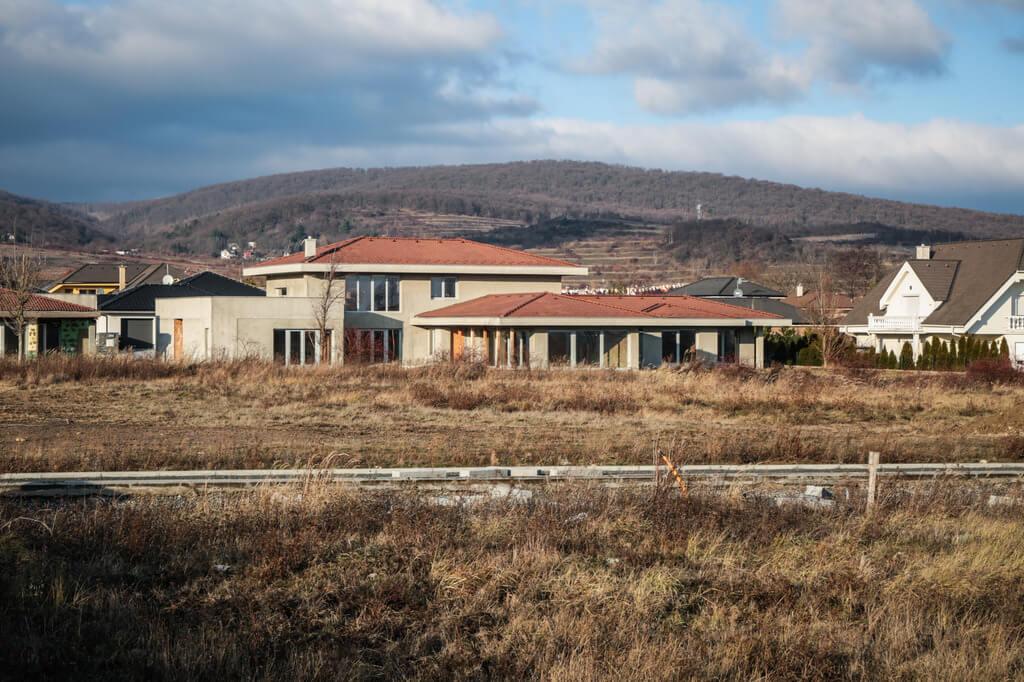 Predané: Rozostavaná luxusná vila na konci Limbachu-20