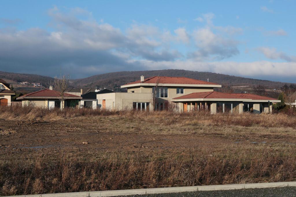 Predané: Rozostavaná luxusná vila na konci Limbachu-19