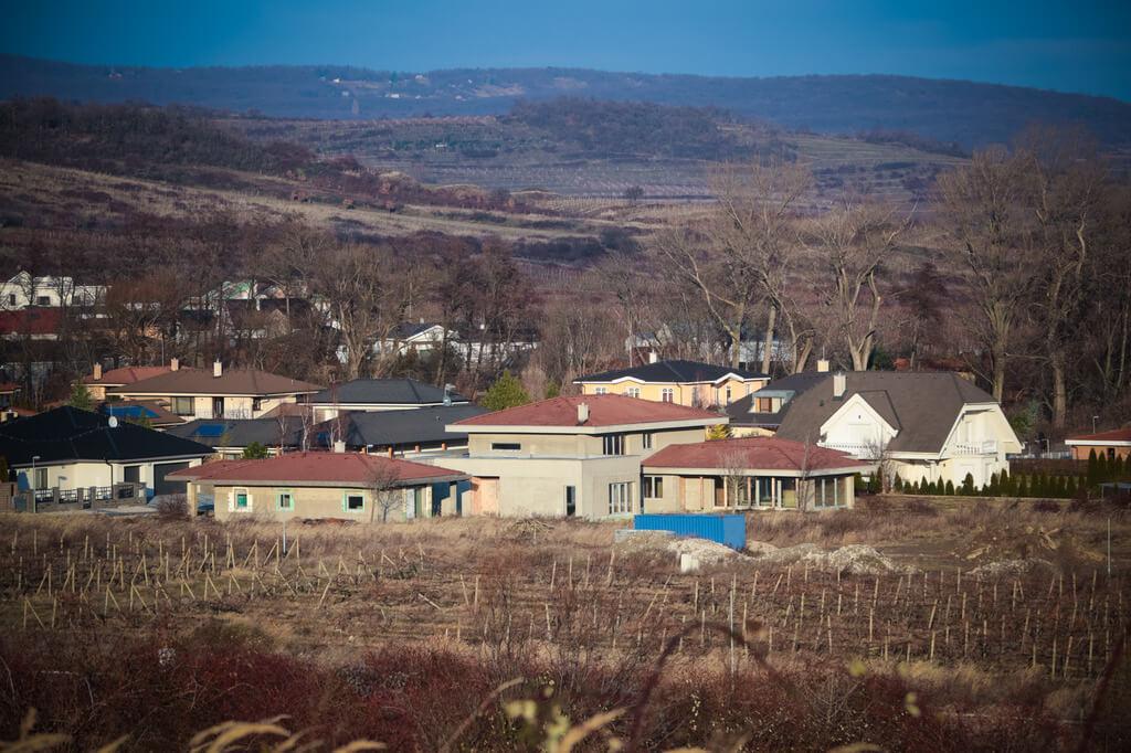 Predané: Rozostavaná luxusná vila na konci Limbachu-10