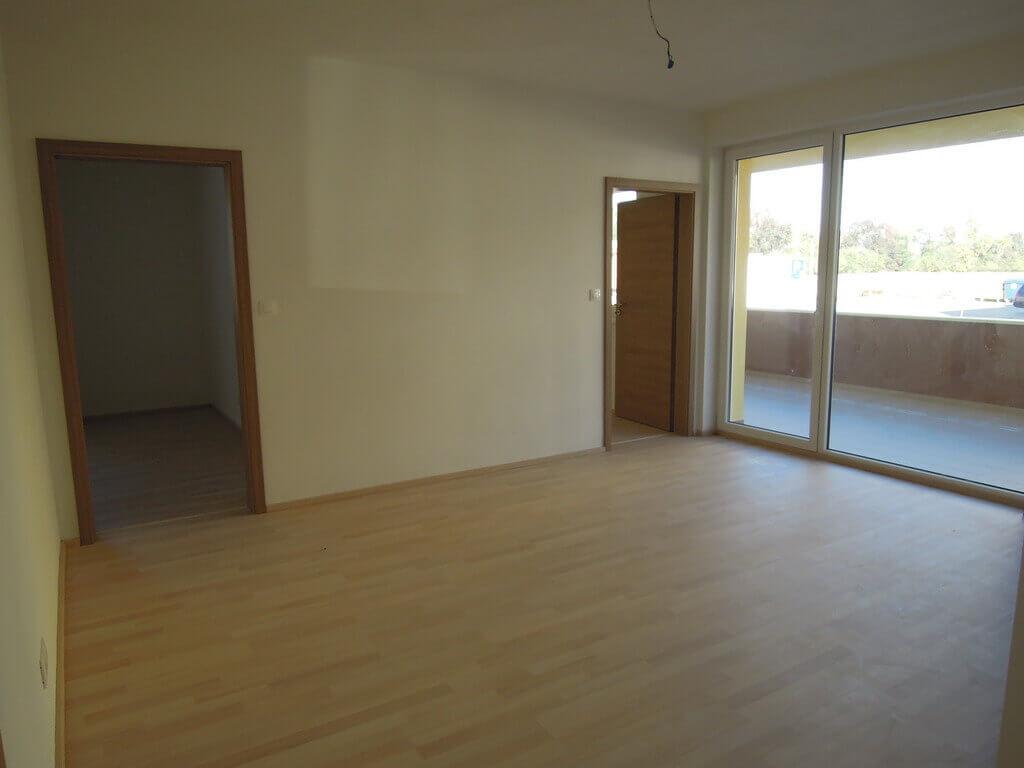Predané: 3 izb. byt v Rovinke-0