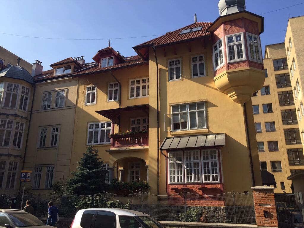 Prenajaté – 2 izb. byt, v centre na Klemensova ulici-0