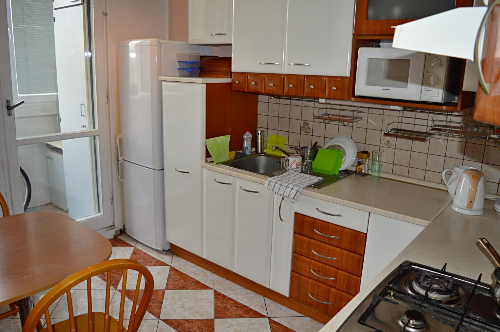 Predané-  zrekonštruovaný zariadený 4 izbový byt v príjemnej lokalite Petržalky na Holíčskej-2