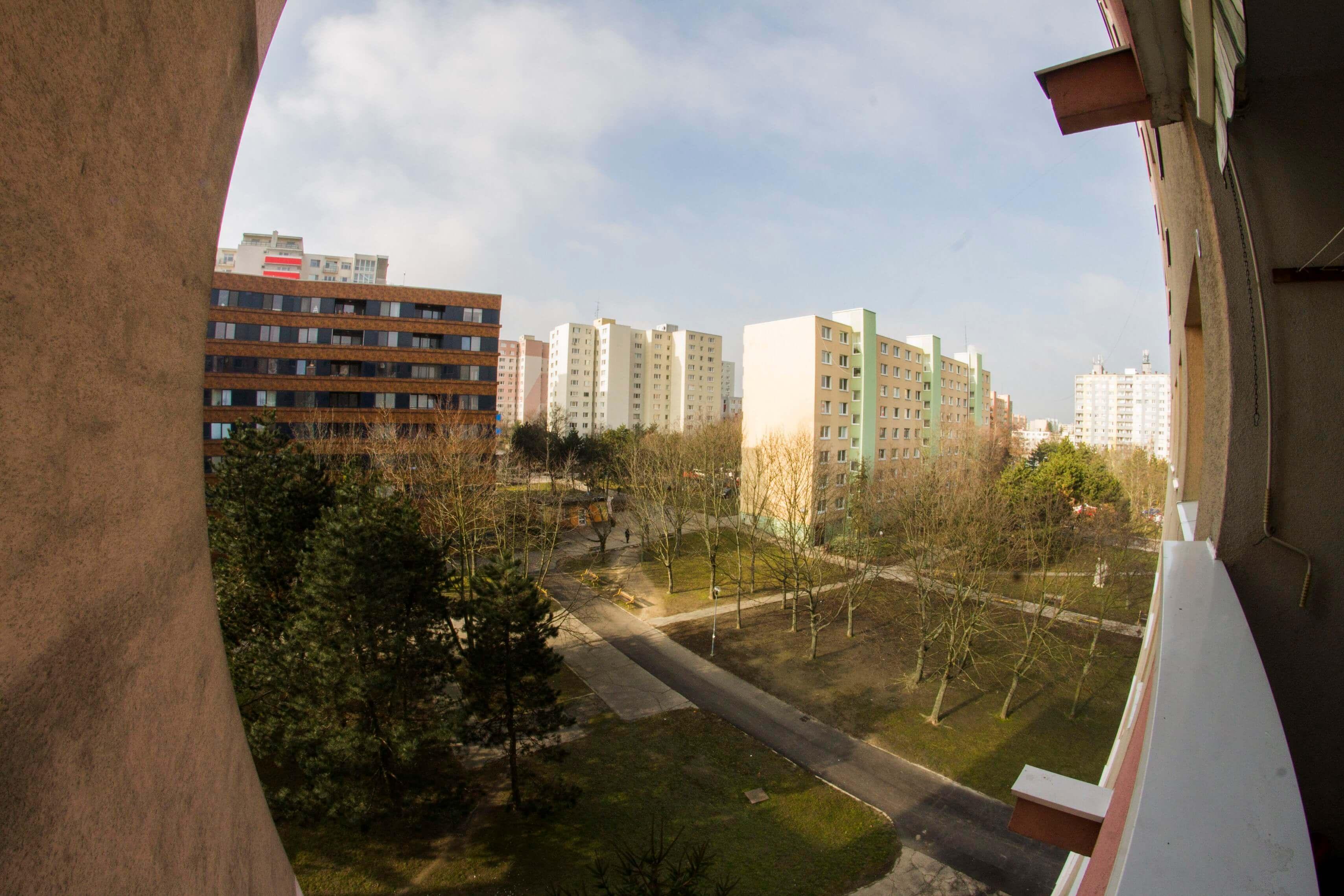Predané – 4 izbový byt po čiastočnej rekonštrukcii s krásnym výhľadom 73m2 + 4m2 loggia-16