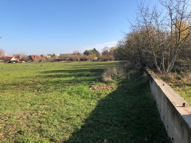 Predané Predaj pozemkov určených na výstavbu – zmiešana zóna, nedaleko centra Dunajskej stredy, 38.463m2, za m2 35€-5