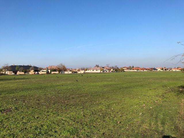 Predané Predaj pozemkov určených na výstavbu – zmiešana zóna, nedaleko centra Dunajskej stredy, 38.463m2, za m2 35€-2