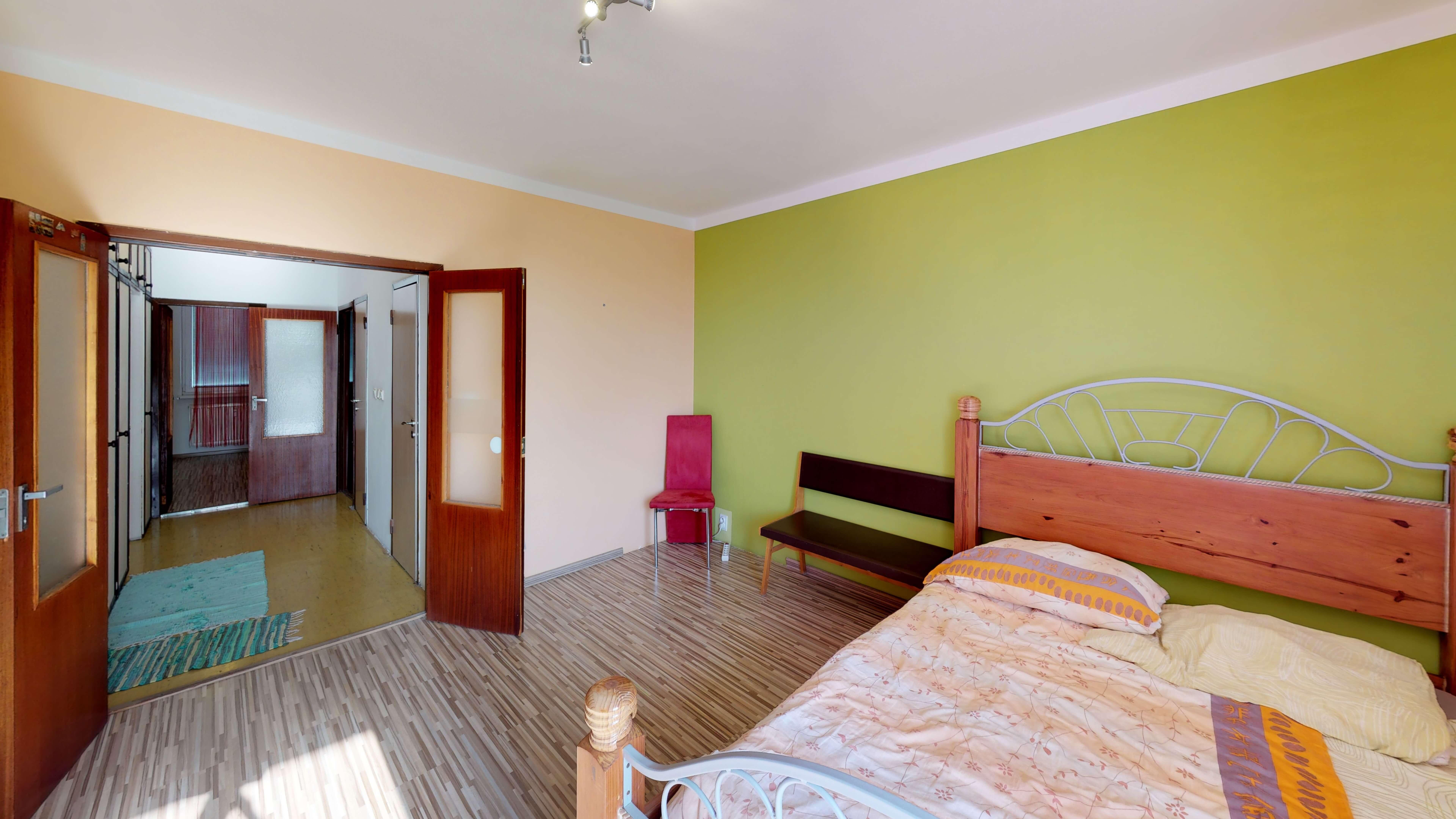 Predaný 3 izbový byt s dvoma loggiami v zrekonštruovanom bytovom dome-4