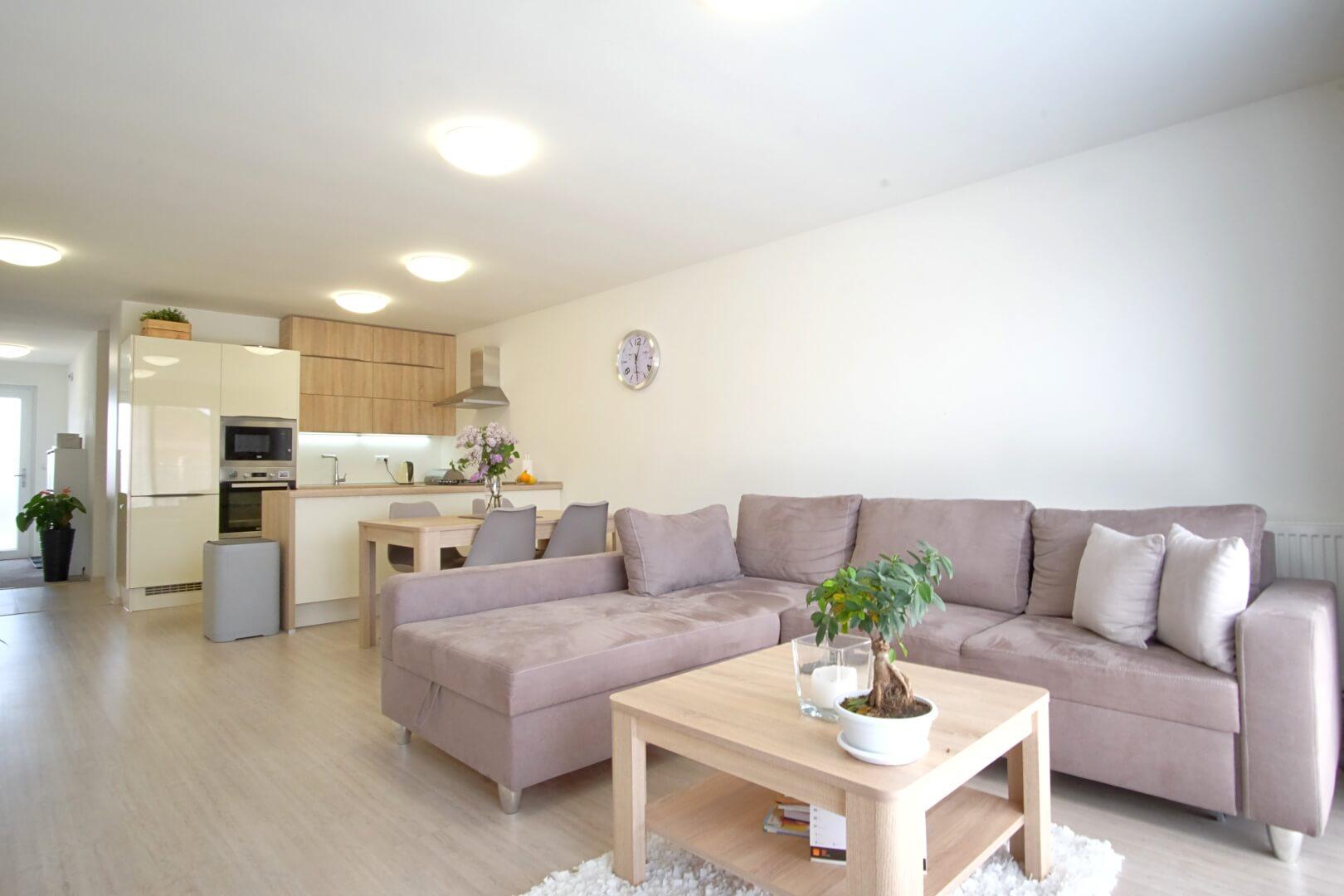 Predané: Na predaj 4 izbový rodinný dom v Hrubej Borši (25 km od Bratislavy)-0