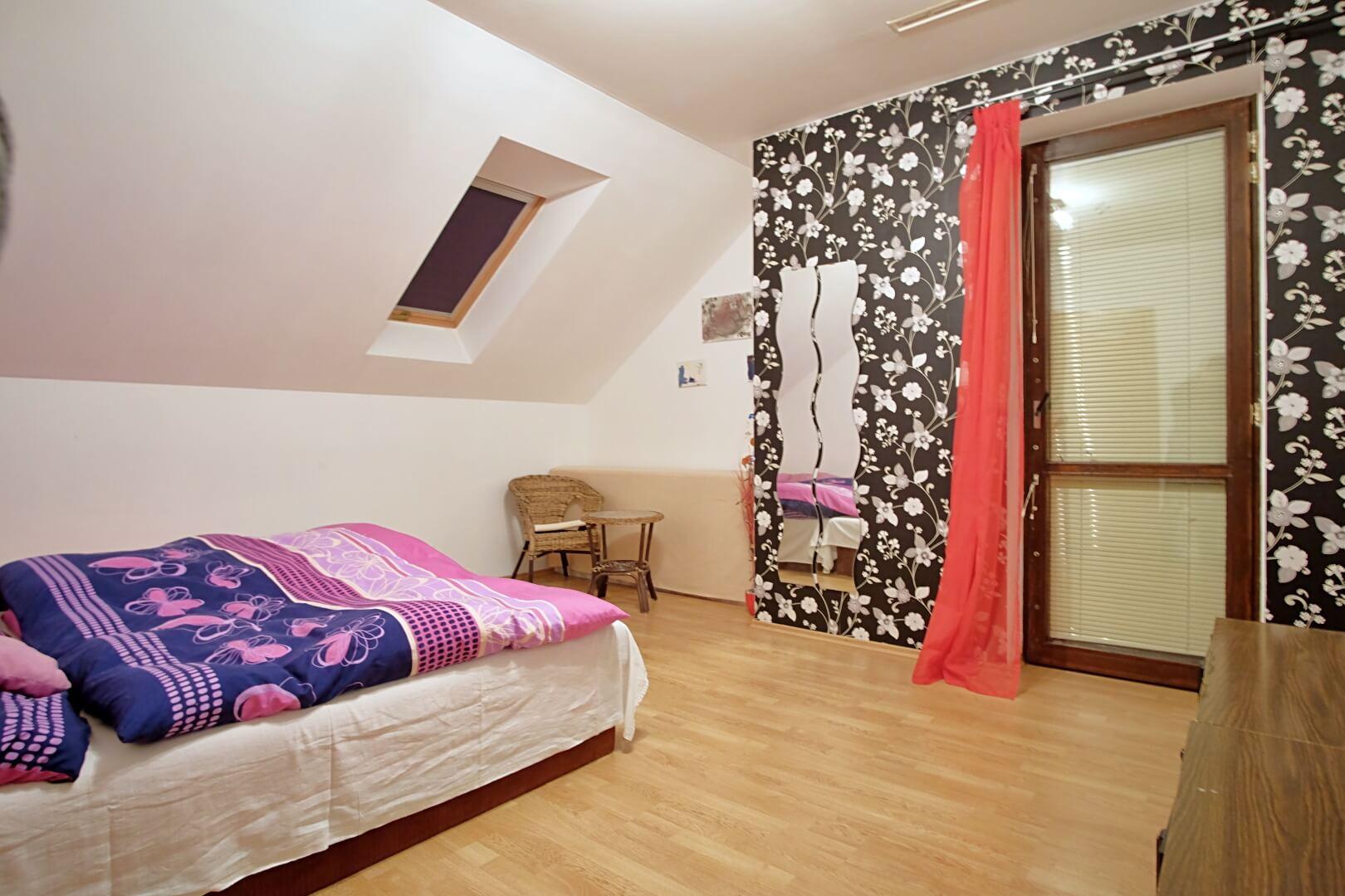 Predané: Na predaj 6-izbový rodinný dom vo vilovej štvrti v Hamuliakove, 15 km od Bratislavy-12