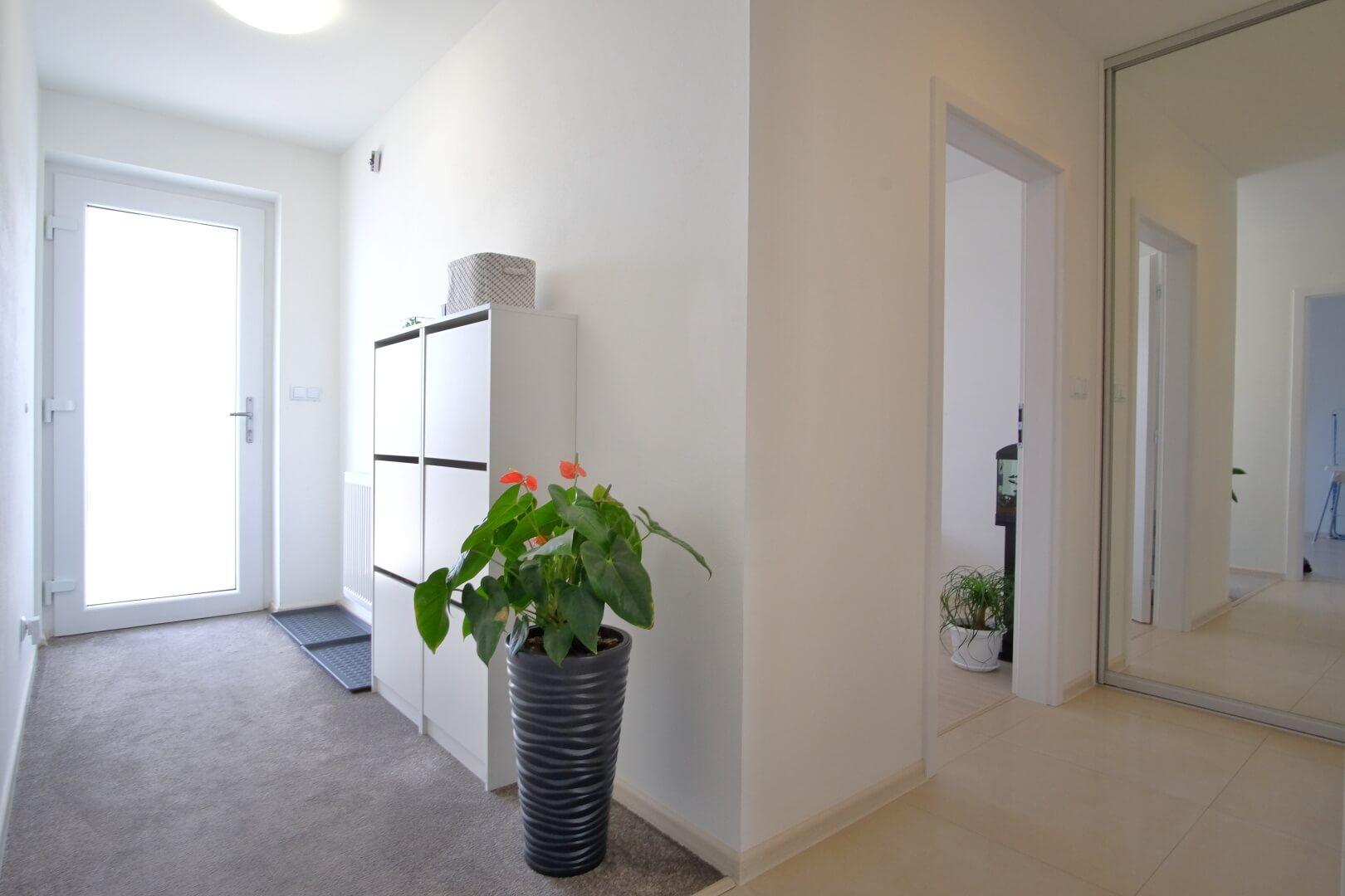 Predané: Na predaj 4 izbový rodinný dom v Hrubej Borši (25 km od Bratislavy)-3