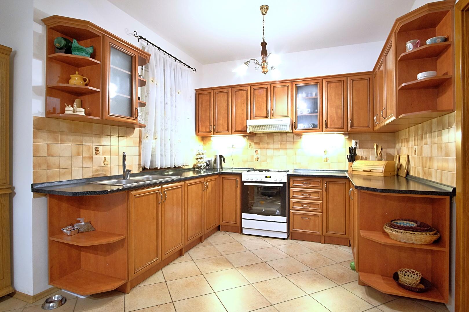 Predané: Na predaj 6-izbový rodinný dom vo vilovej štvrti v Hamuliakove, 15 km od Bratislavy-3