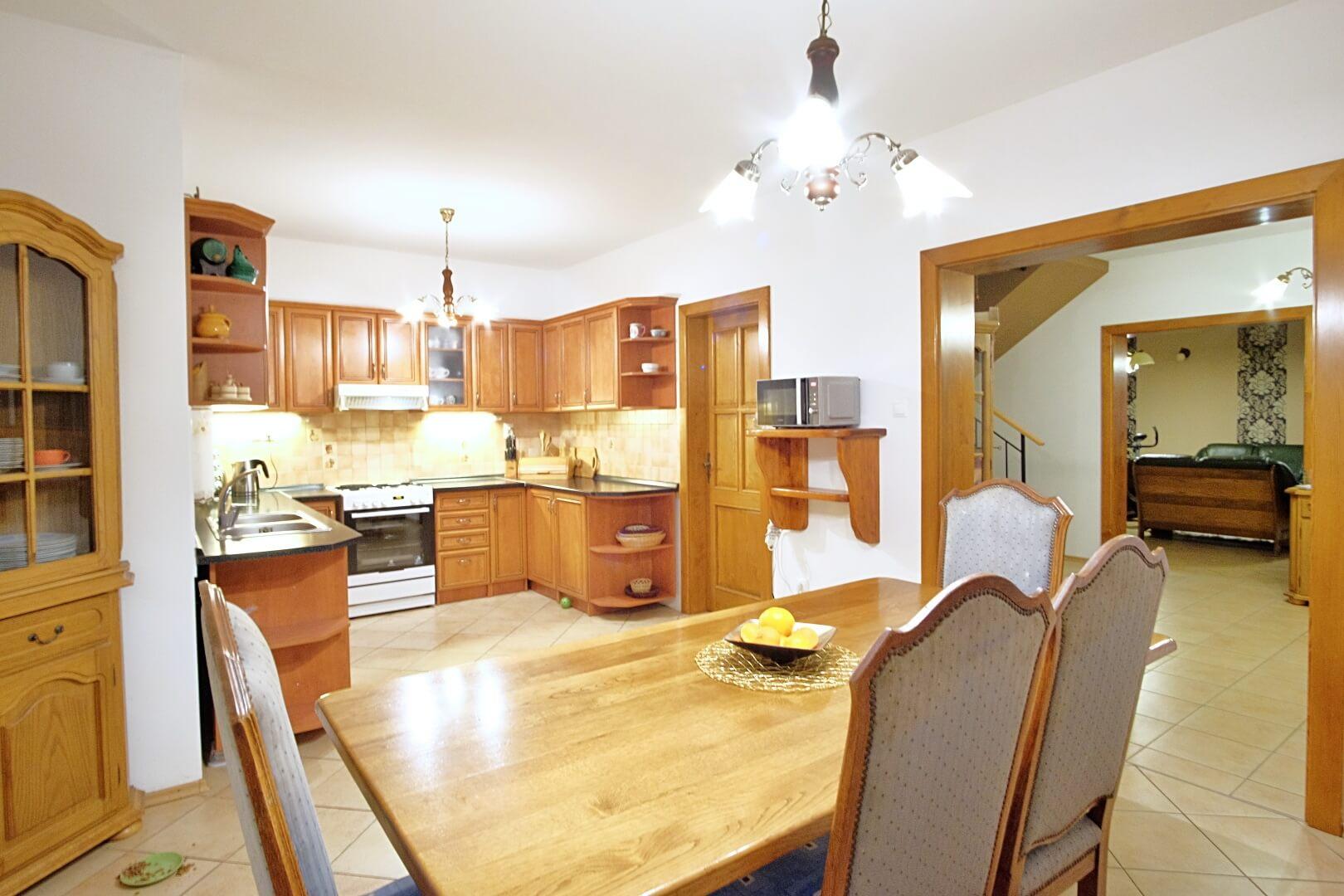 Predané: Na predaj 6-izbový rodinný dom vo vilovej štvrti v Hamuliakove, 15 km od Bratislavy-4