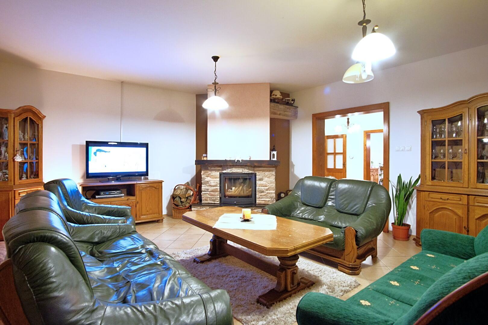Predané: Na predaj 6-izbový rodinný dom vo vilovej štvrti v Hamuliakove, 15 km od Bratislavy-5
