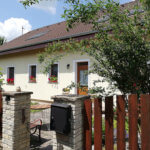 Rodinný dom na uzavretej ulici, Vojtechovce, 2 – generačný 6 izbový, úžitková 270m2, pozemok 600m2, garáž-0