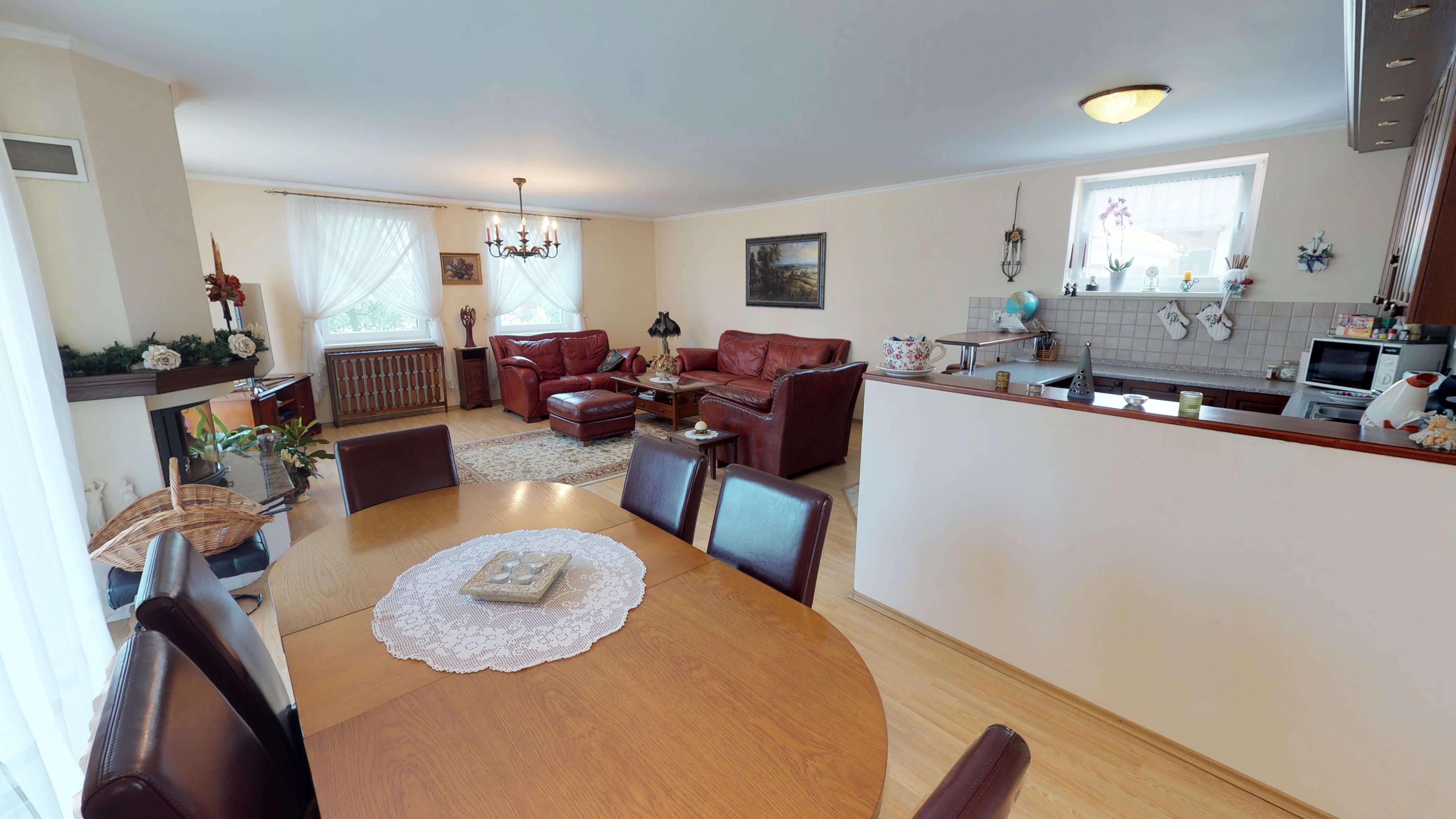 Rodinný dom na uzavretej ulici, Vojtechovce, 2 – generačný 6 izbový, úžitková 270m2, pozemok 600m2, garáž-1