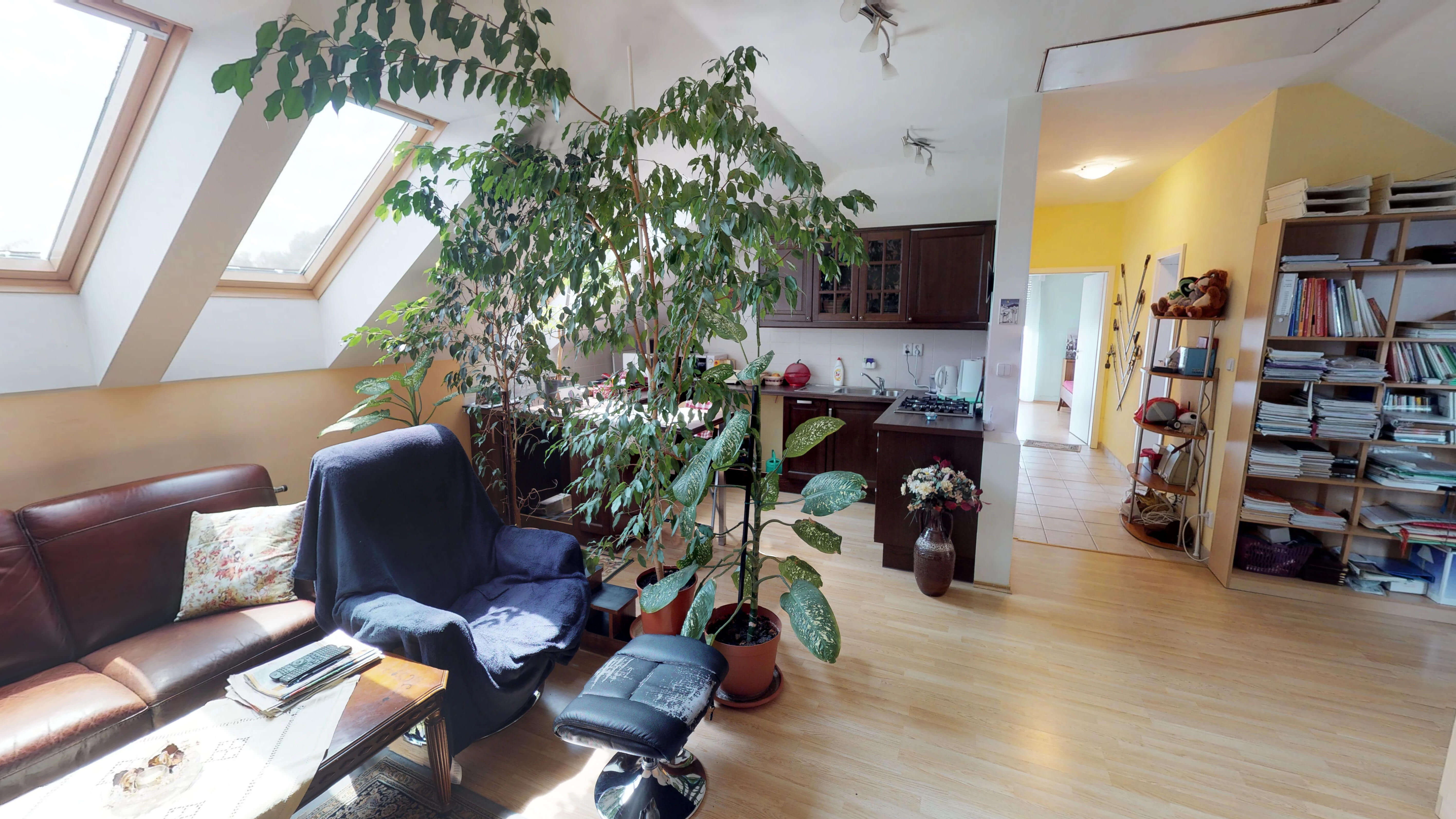 Rodinný dom na uzavretej ulici, Vojtechovce, 2 – generačný 6 izbový, úžitková 270m2, pozemok 600m2, garáž-8