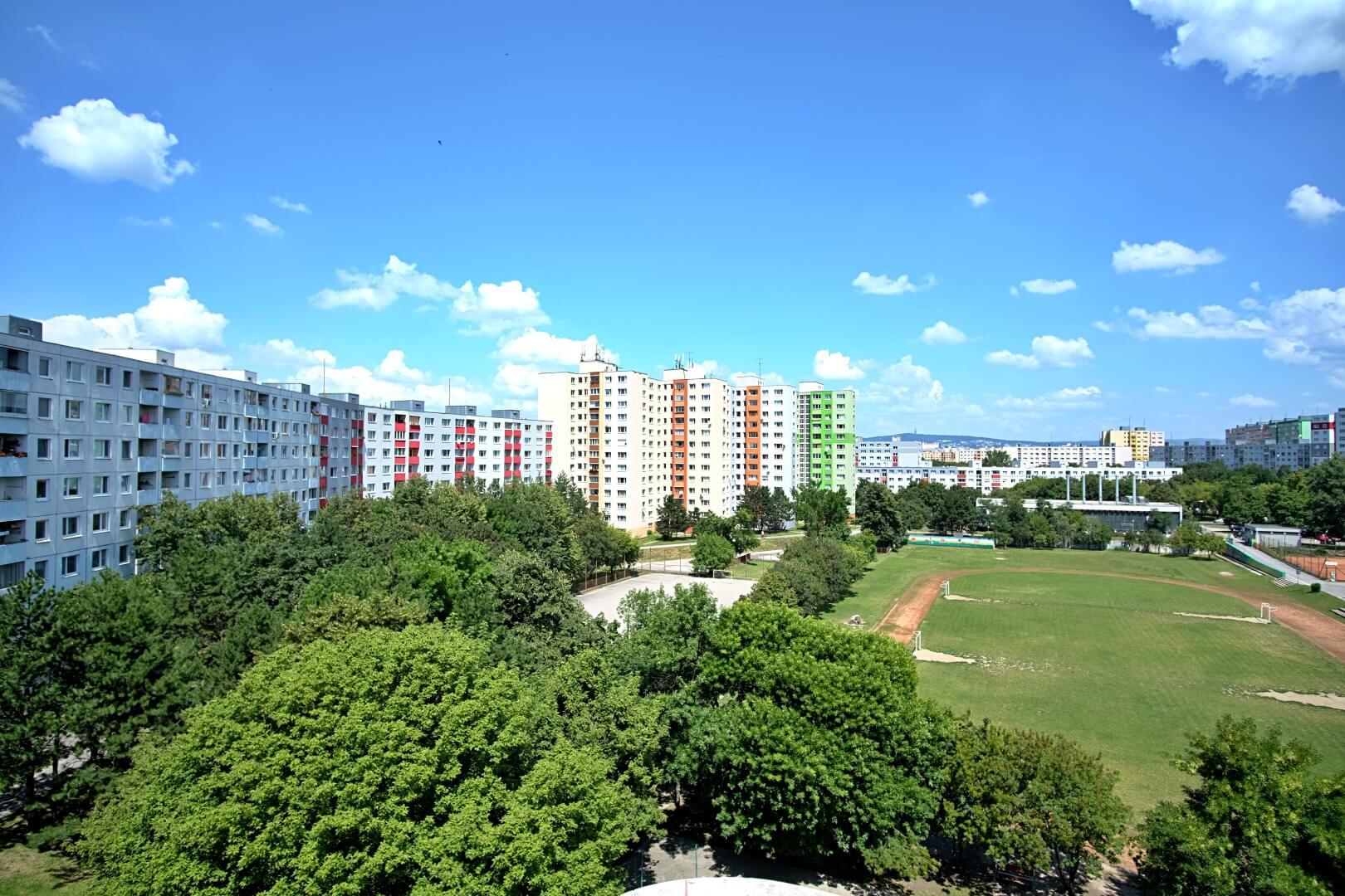 PREDANÉ – Na predaj príjemný 4 izbový byt v lokalite plnej zelene na Vyšehradskej ulici Bratislava- Petržalka.-4