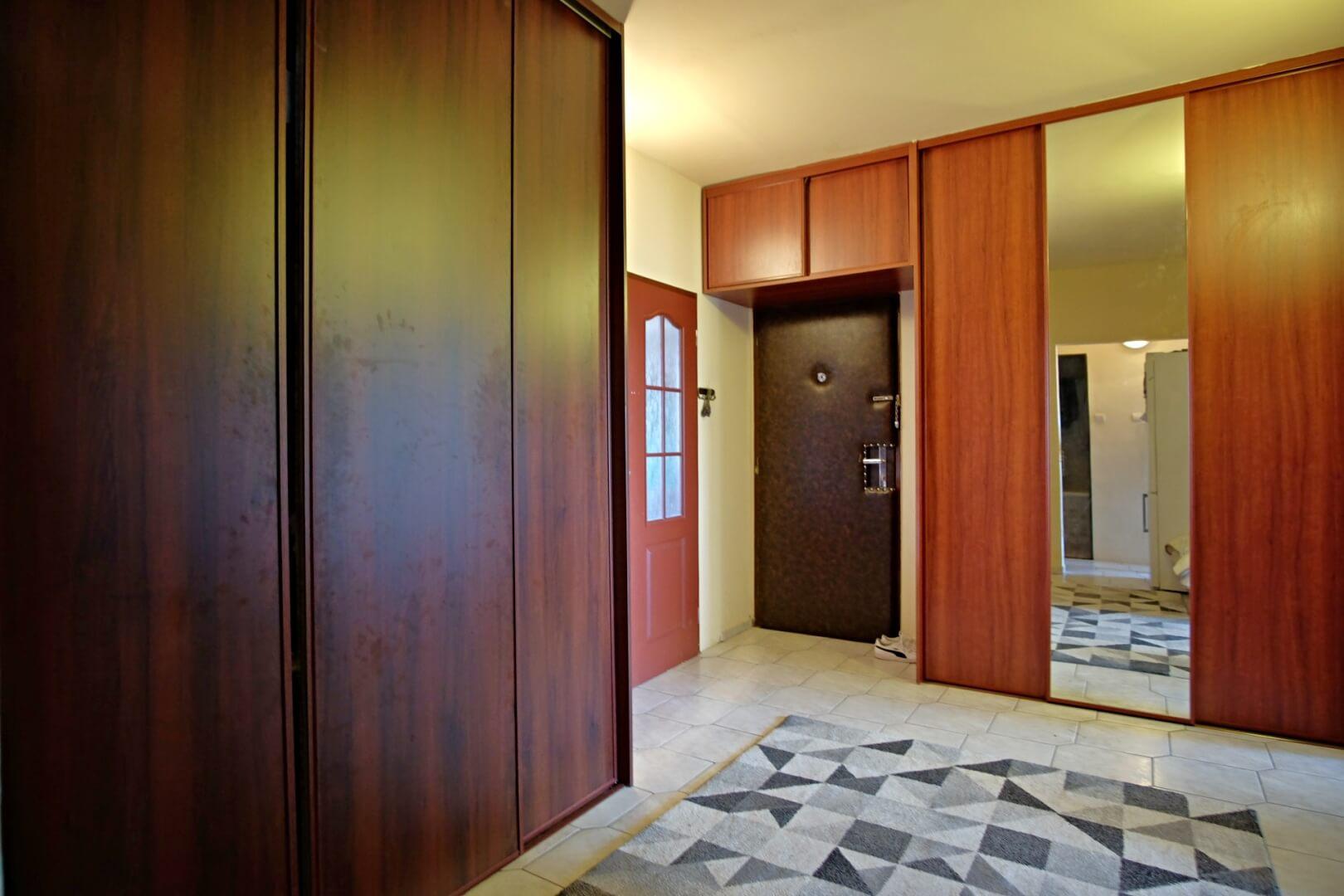 PREDANÉ – Na predaj zariadený 4 izbový byt po čiastočnej rekonštrukcii Bratislava- Petržalka.-10