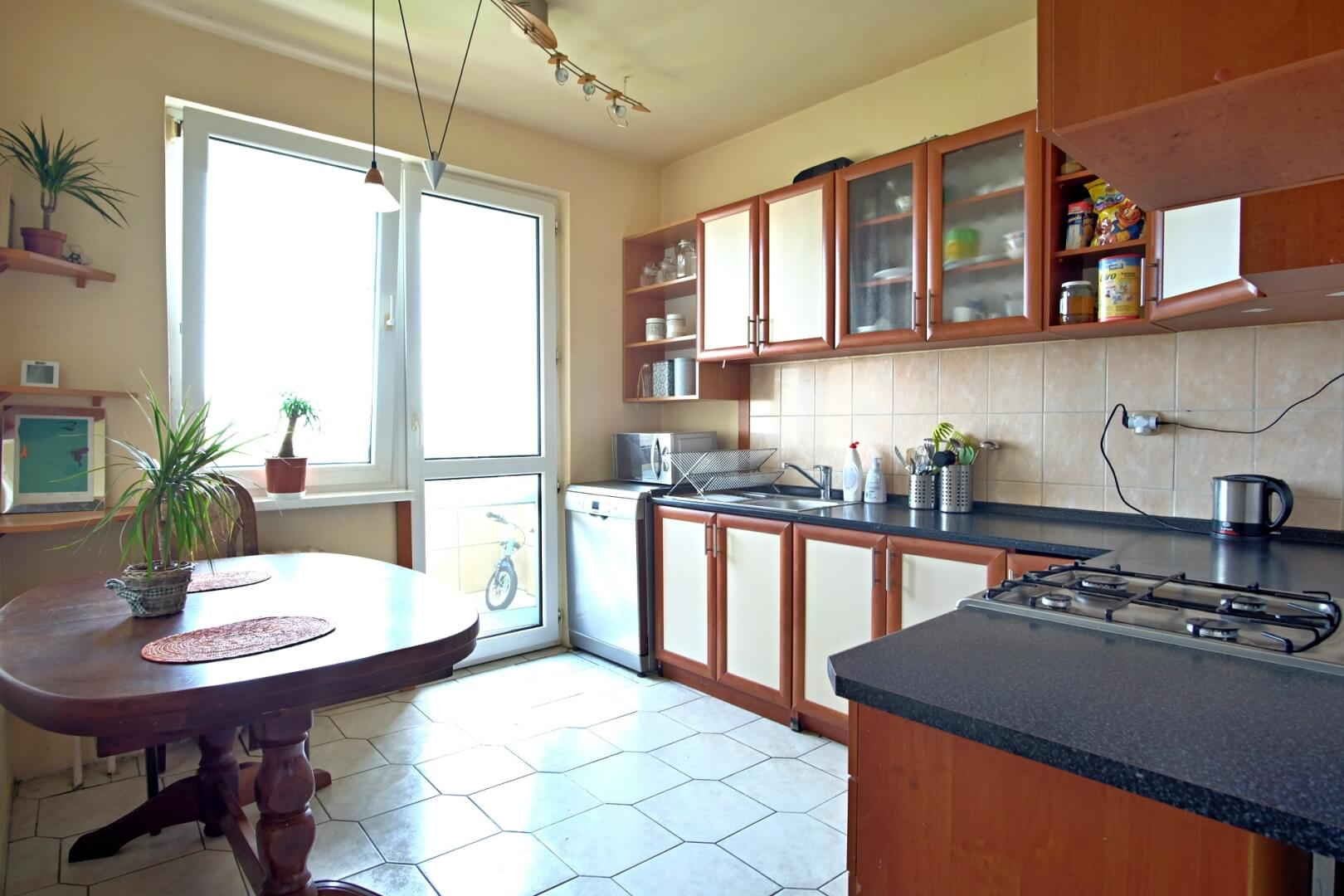 PREDANÉ – Na predaj zariadený 4 izbový byt po čiastočnej rekonštrukcii Bratislava- Petržalka.-2