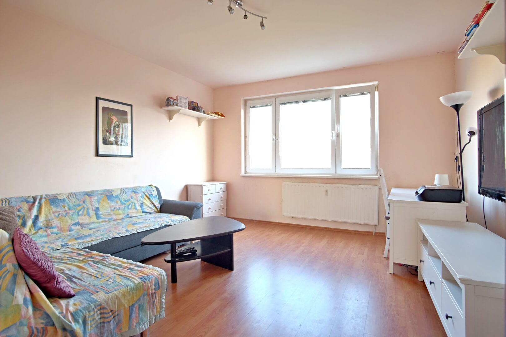 PREDANÉ – Na predaj zariadený 4 izbový byt po čiastočnej rekonštrukcii Bratislava- Petržalka.-3