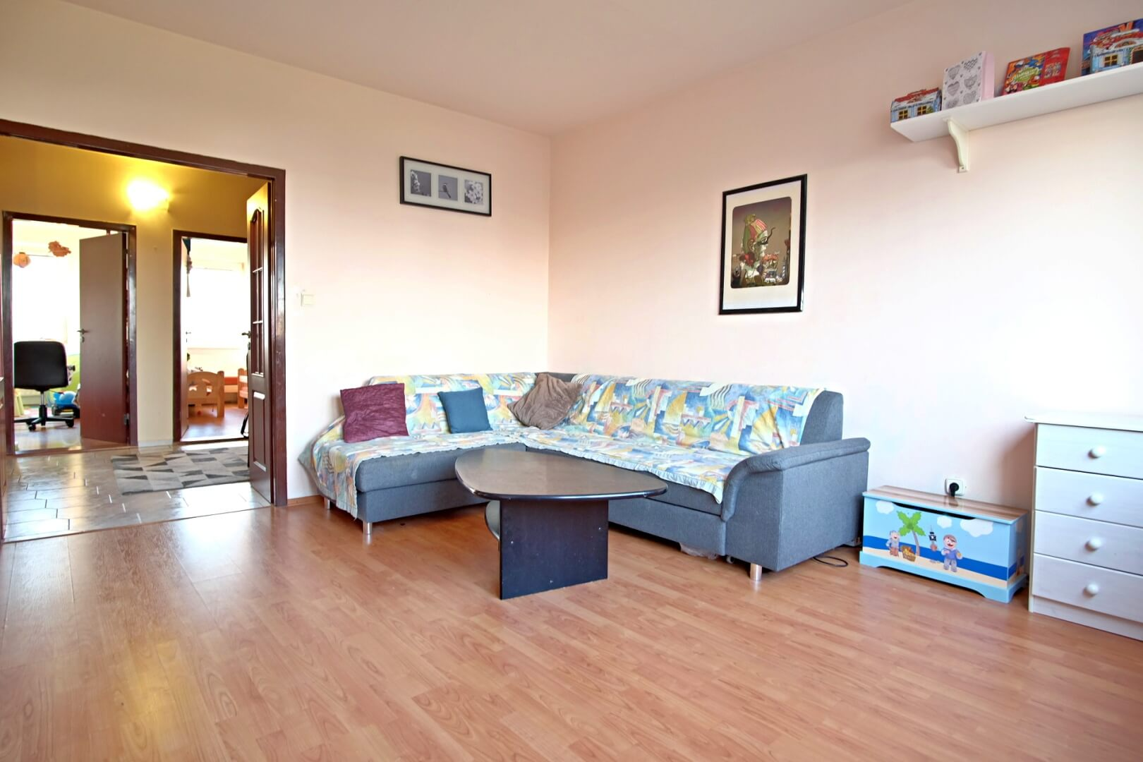 PREDANÉ – Na predaj zariadený 4 izbový byt po čiastočnej rekonštrukcii Bratislava- Petržalka.-1