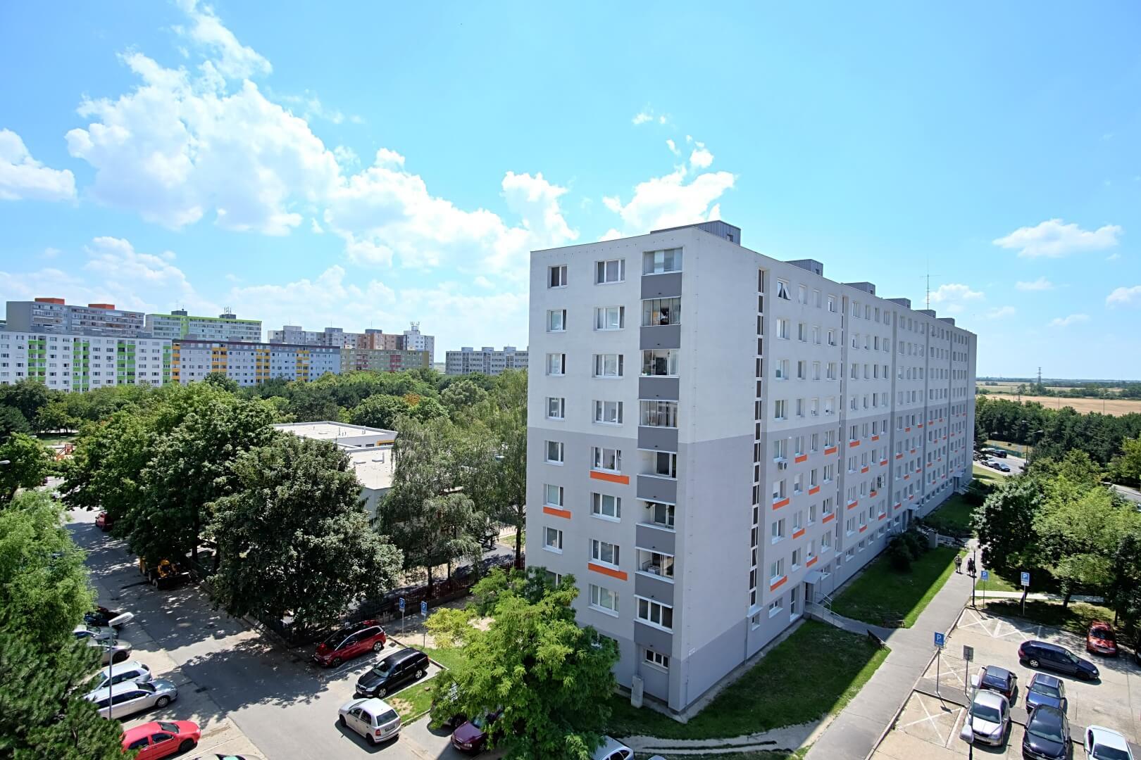 PREDANÉ – Na predaj príjemný 4 izbový byt v lokalite plnej zelene na Vyšehradskej ulici Bratislava- Petržalka.-5