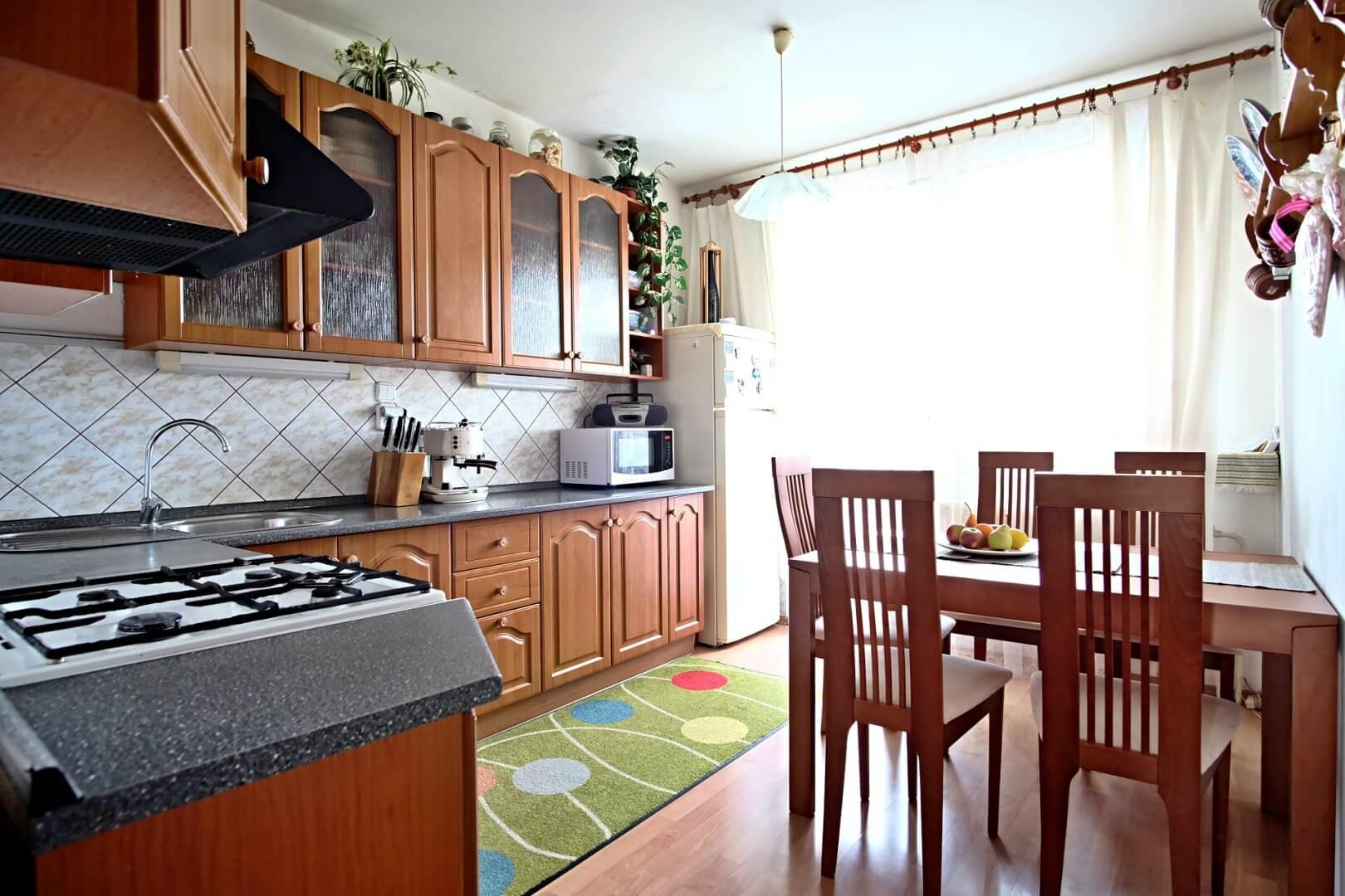 Predané: Na predaj 4 izbový byt v4-poschodovom bytovom dome svýťahom ulica Vyšehradská, Bratislava.-1