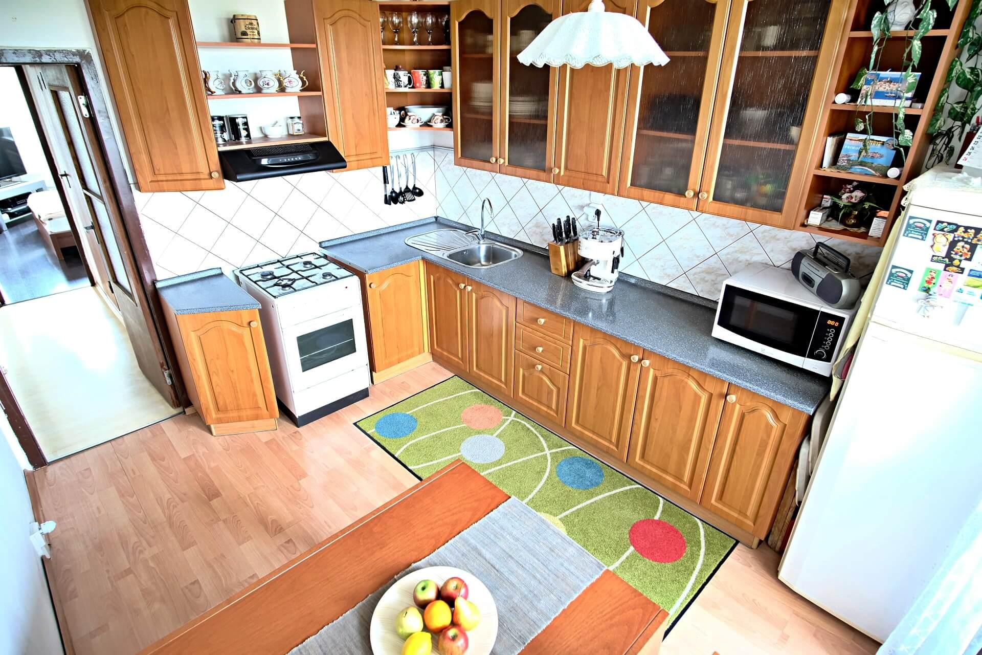 Predané: Na predaj 4 izbový byt v4-poschodovom bytovom dome svýťahom ulica Vyšehradská, Bratislava.-2