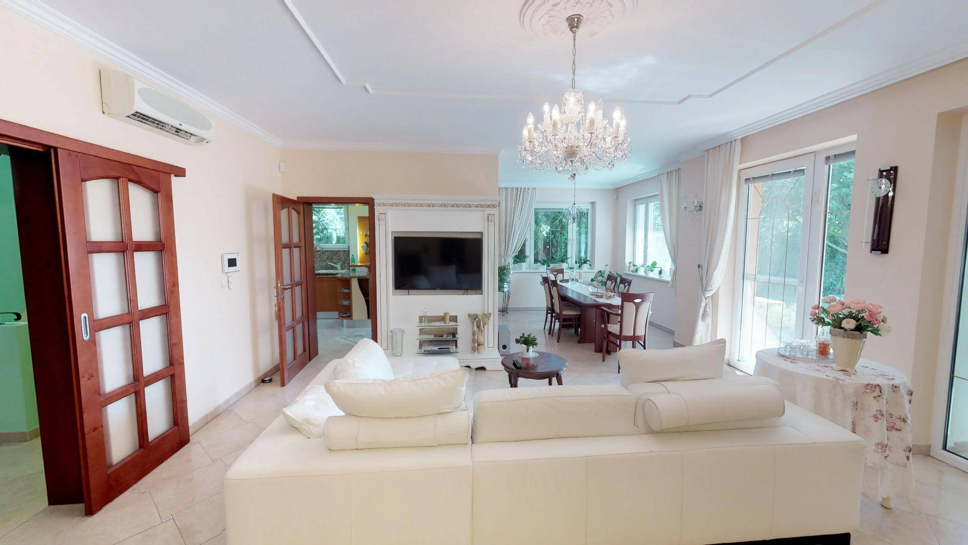 Rodinná Vila exkluzívna, 3 podlažia, úžitková 660m2, pozemok 1073m2, Alžbetin Dvor Miloslavov-53