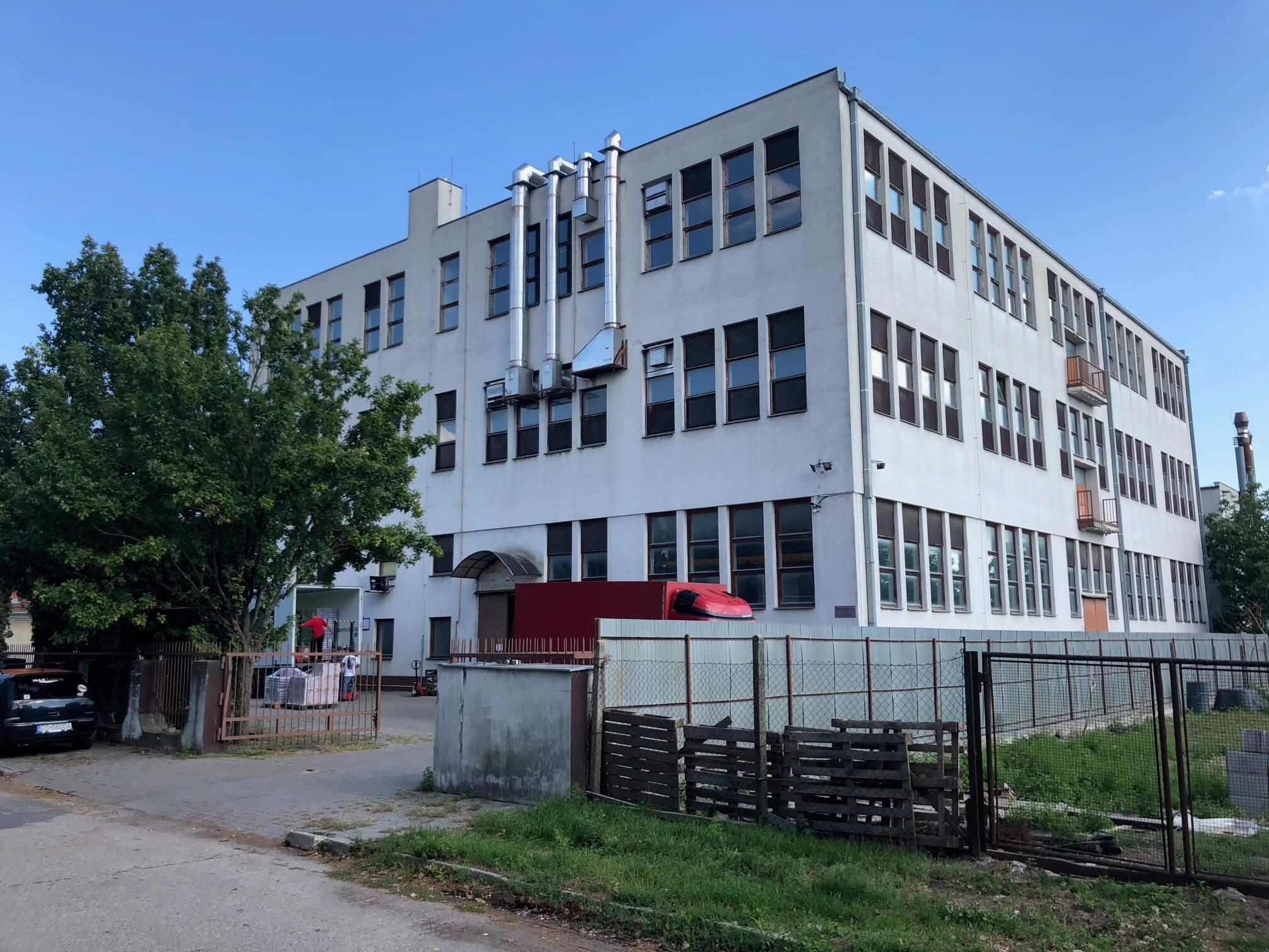 Na prenájom Budova skladov a výrobne v Dunajskej Strede, Drevárska, pozemok 2272m2, spolu 4 podlažia 4767m2-0