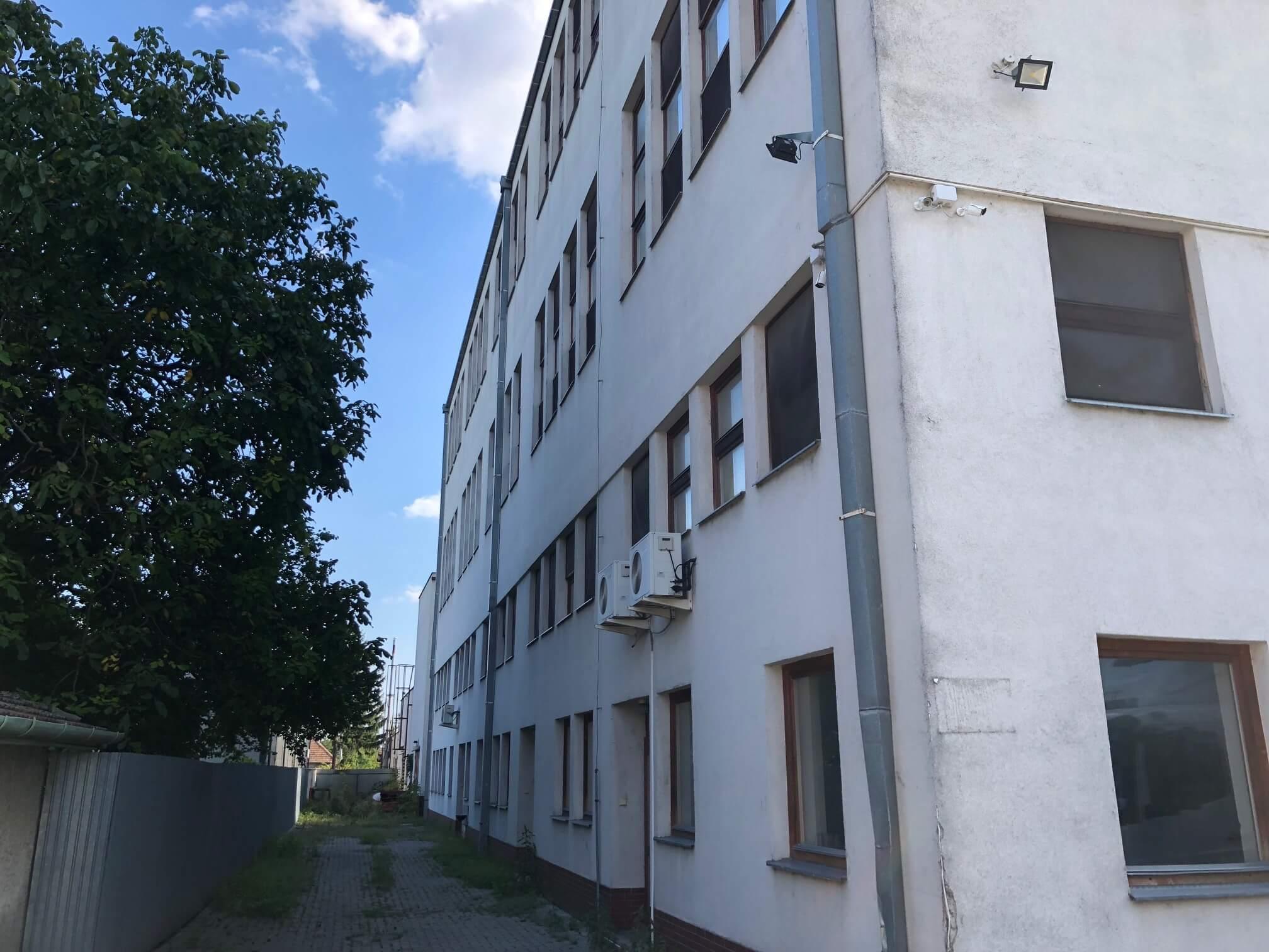 Na prenájom Budova skladov a výrobne v Dunajskej Strede, Drevárska, pozemok 2272m2, spolu 4 podlažia 4767m2-23
