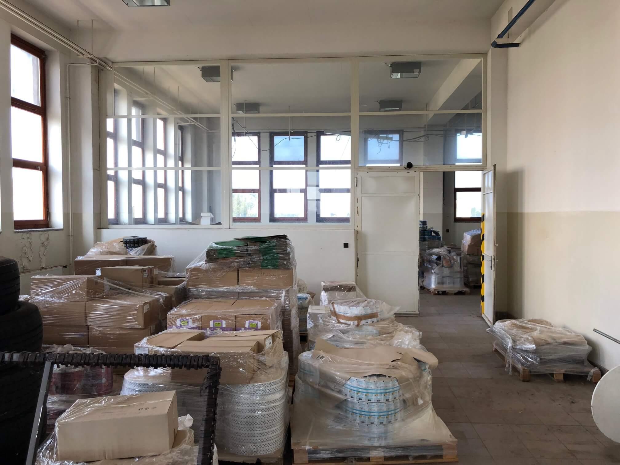 Na prenájom Budova skladov a výrobne v Dunajskej Strede, Drevárska, pozemok 2272m2, spolu 4 podlažia 4767m2-8