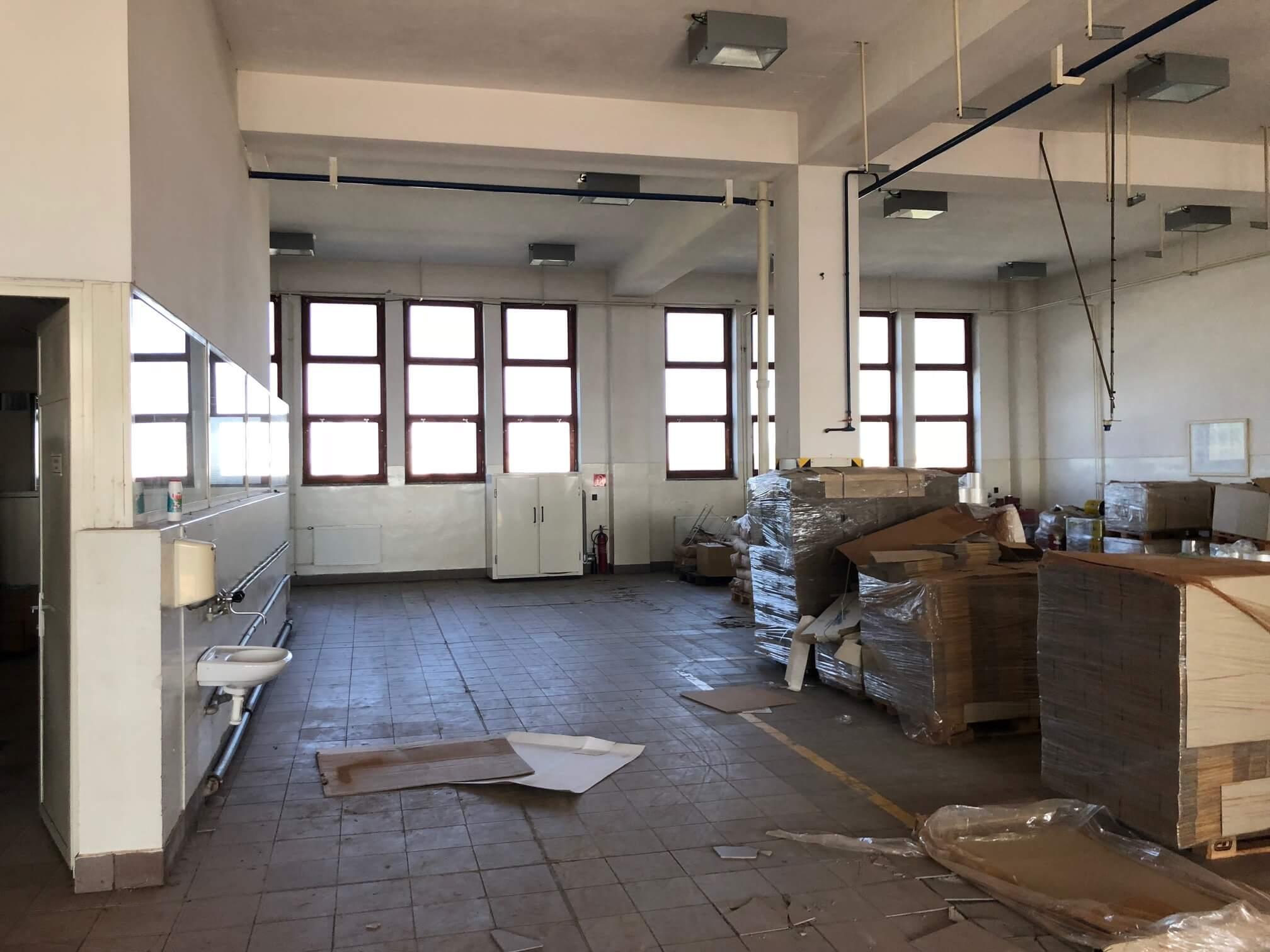 Na prenájom Budova skladov a výrobne v Dunajskej Strede, Drevárska, pozemok 2272m2, spolu 4 podlažia 4767m2-7