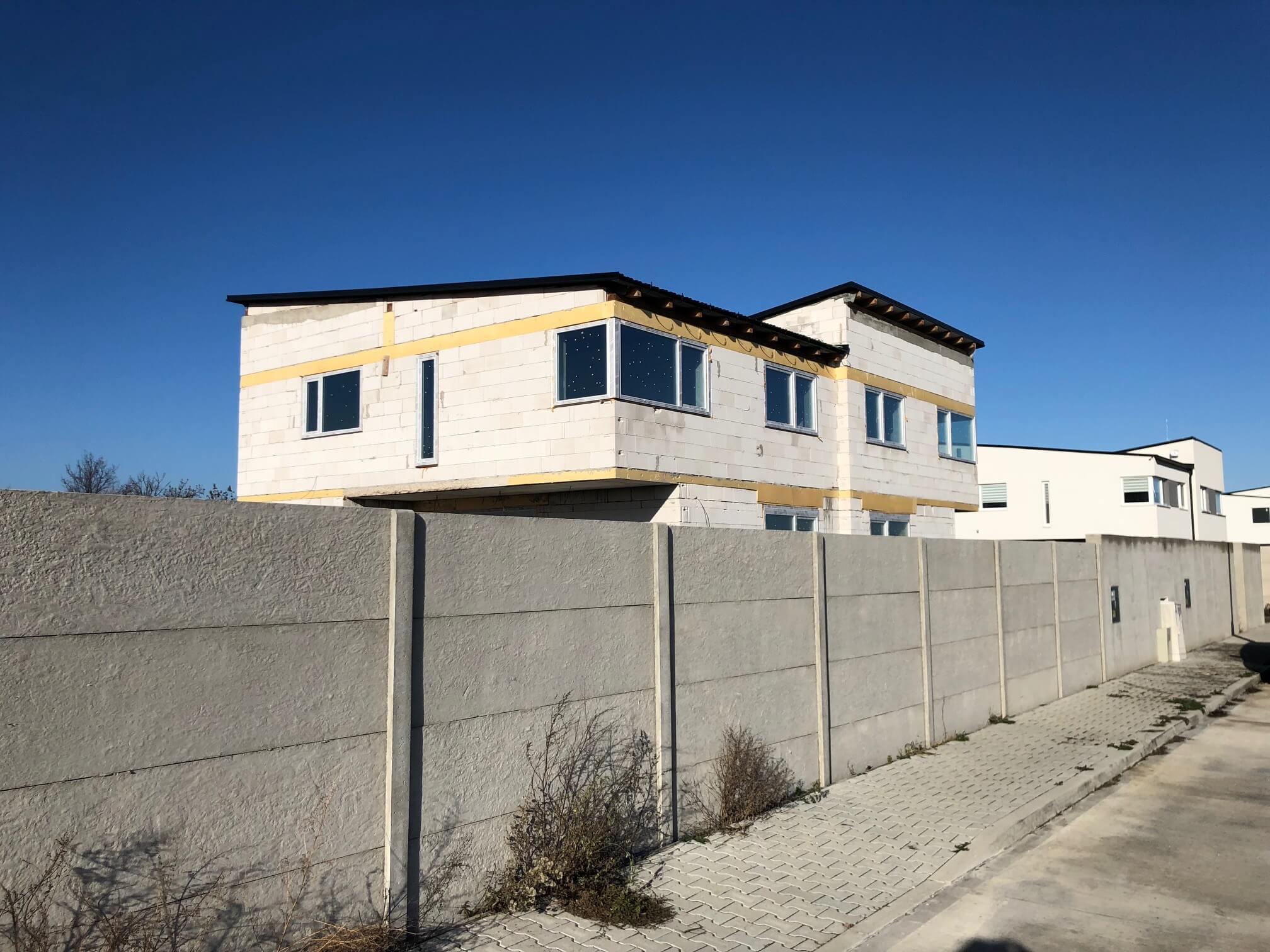 Predané: RD s 2 bytovými jednotkami, Novostavba v Dunajskej Lužnej, 2X: 4 izbový,pozemok 422m2,úžitkova 106m2-1