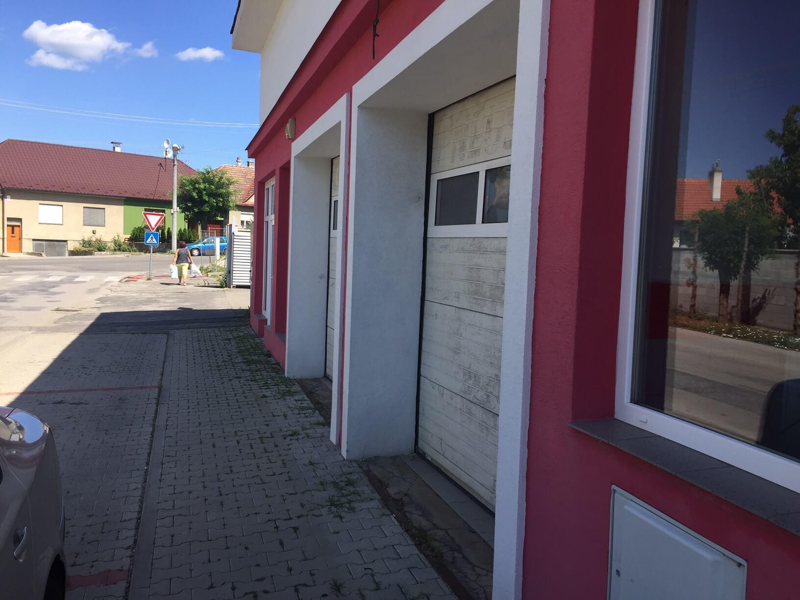Predané: Predaj obchodného priestoru, najlepšie pre Autoservis, Pezinok, Ulica Mýtna/Šenkvická cesta. 240 m2-3