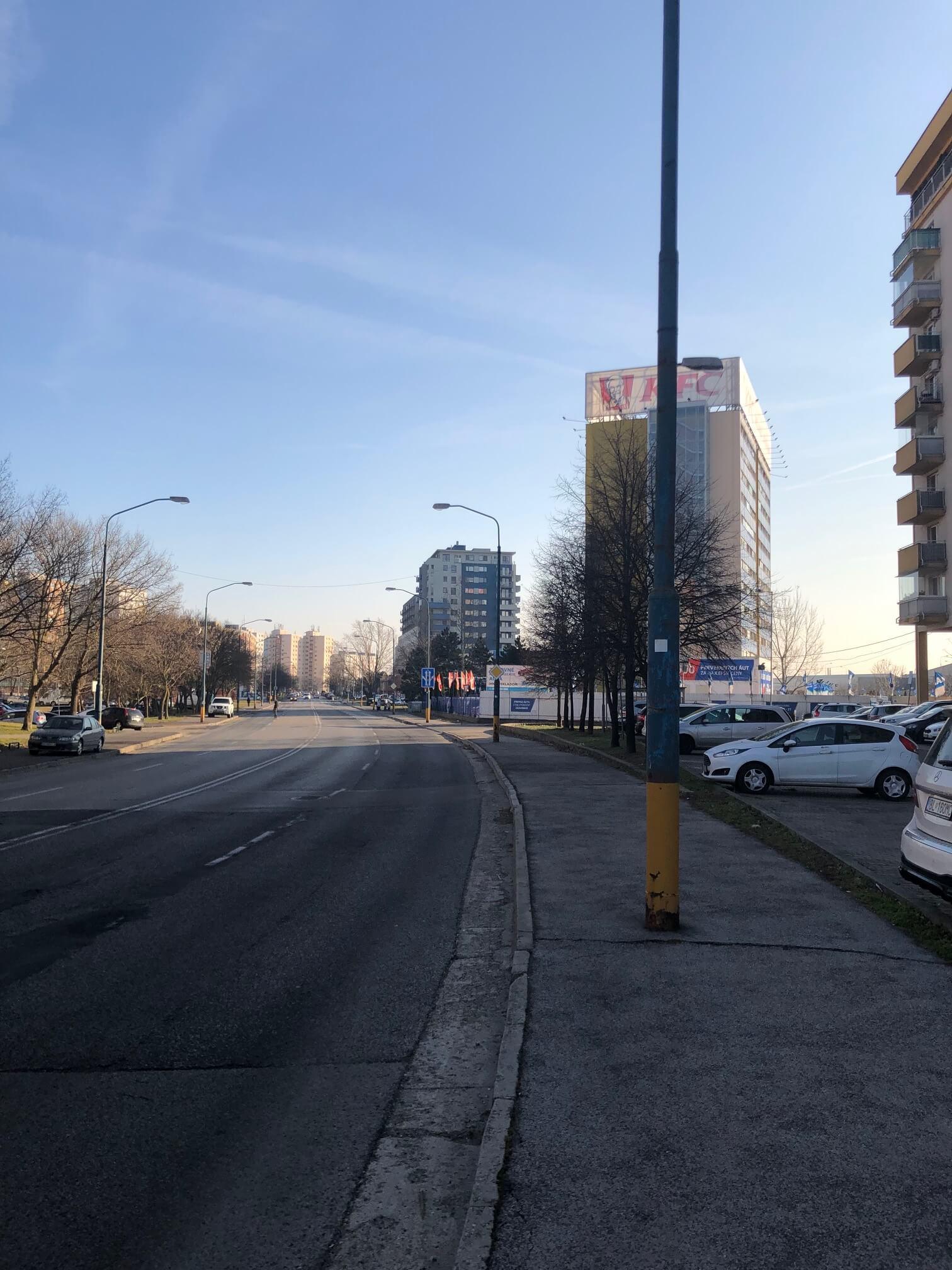 Predané: Exkluzívne na predaj 3 izb. byt, 72 m2, balkón 8 m2, parkovacie státie, Bratislava, Petržalka, Budatínska-68