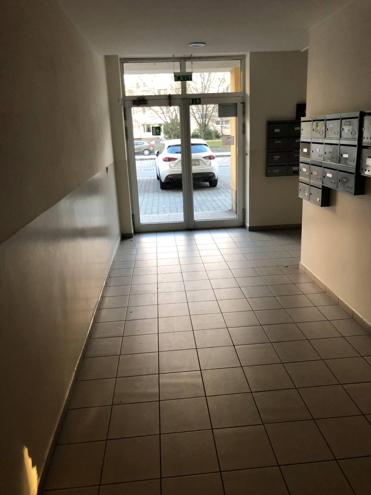 Predané: Exkluzívne na predaj 3 izb. byt, 72 m2, balkón 8 m2, parkovacie státie, Bratislava, Petržalka, Budatínska-21