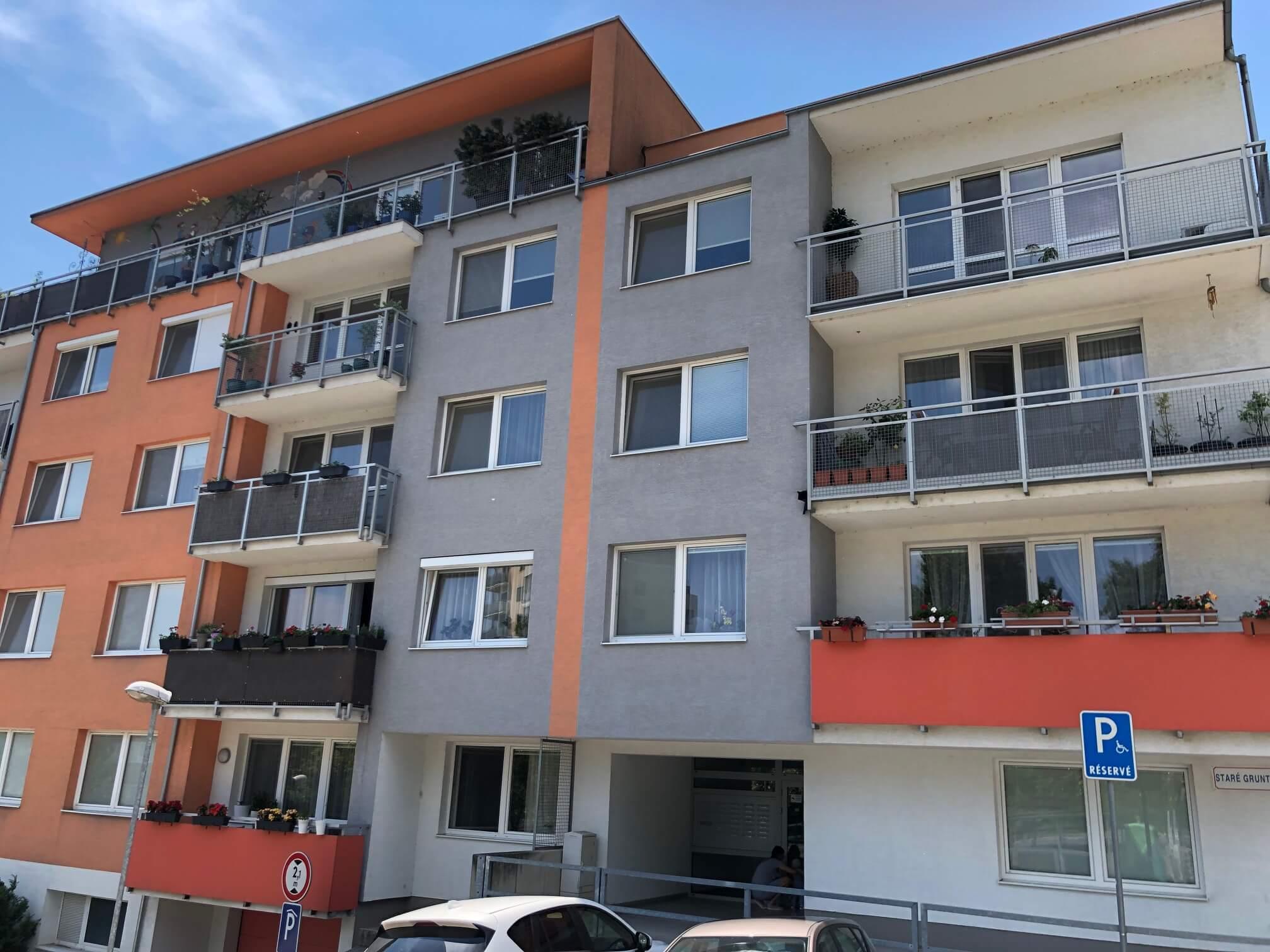Predané: 3 izbový byt, novostavba, 72,25m2, loggia 4,82m2, Staré Grunty, Karlovka, garážové státie-71