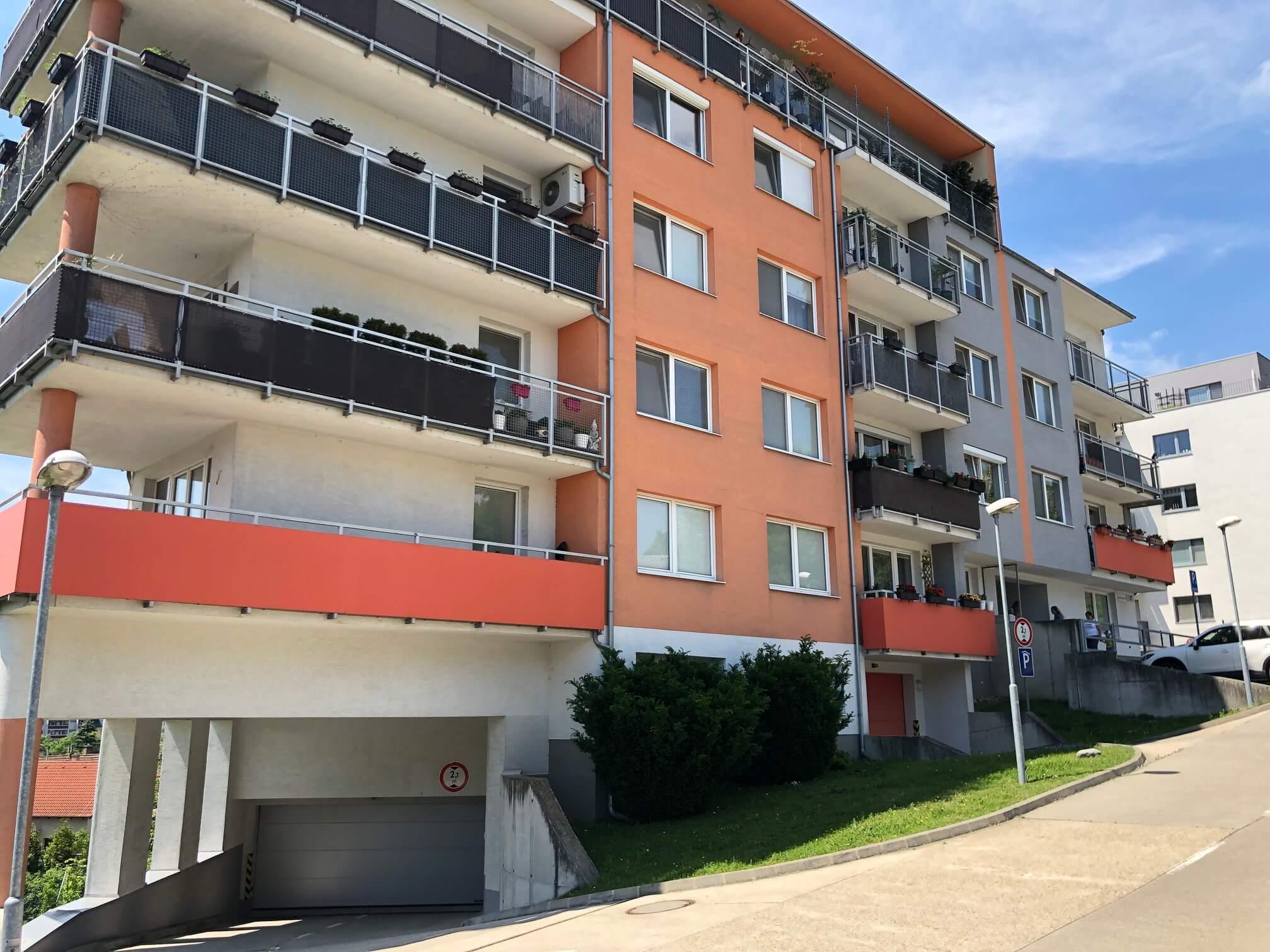 Predané: 3 izbový byt, novostavba, 72,25m2, loggia 4,82m2, Staré Grunty, Karlovka, garážové státie-64