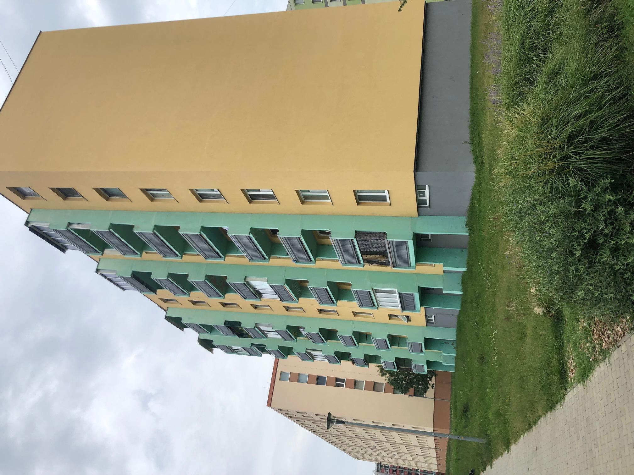 Predané: 2 izbový byt, 52m2, pivnica, pôvodný stav, Skuteckého, Malacky Juh-33