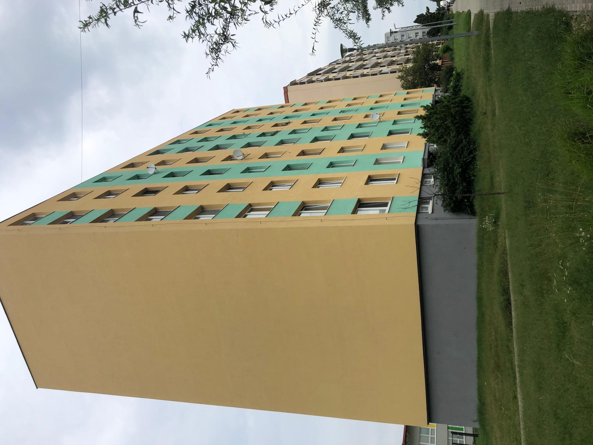 Predané: 2 izbový byt, 52m2, pivnica, pôvodný stav, Skuteckého, Malacky Juh-30
