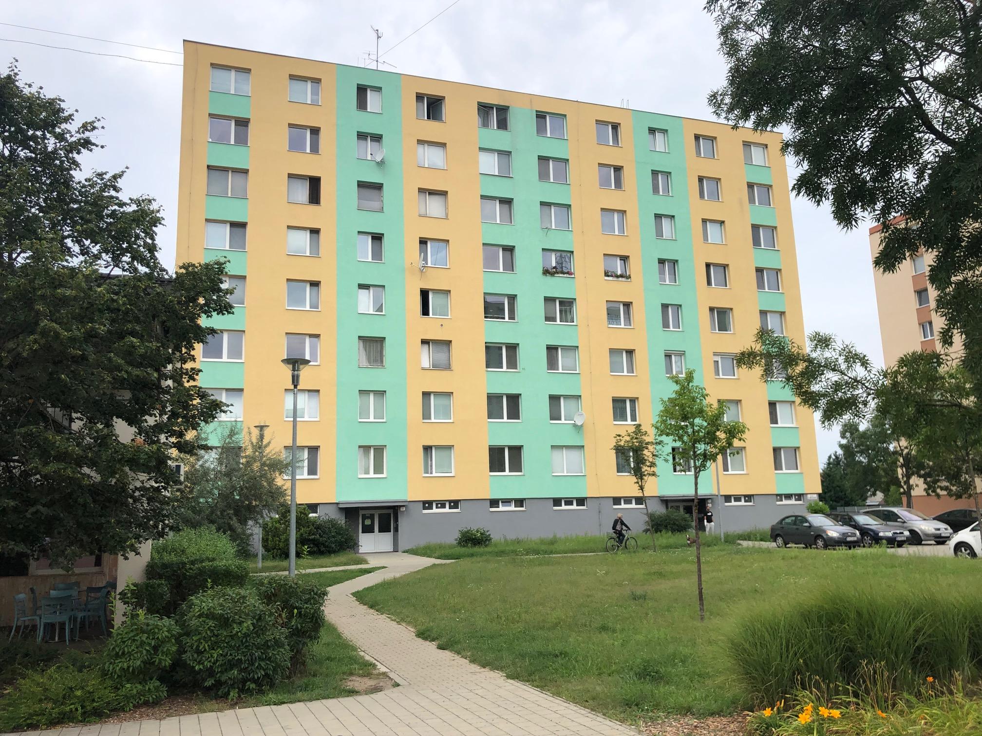 Predané: 2 izbový byt, 52m2, pivnica, pôvodný stav, Skuteckého, Malacky Juh-1