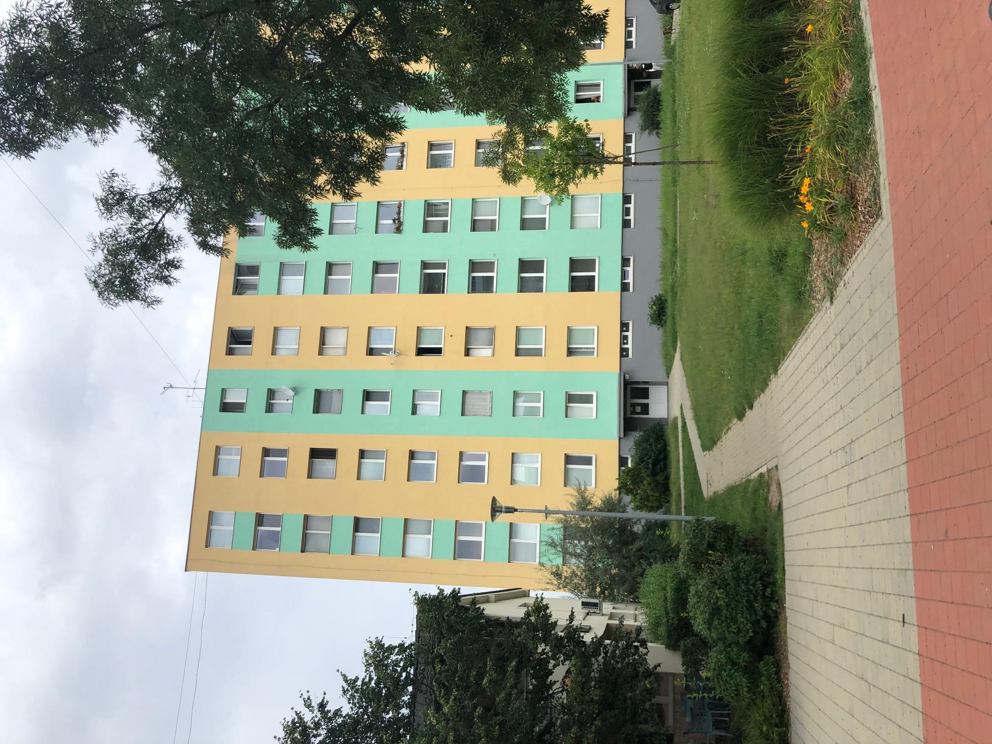 Predané: 2 izbový byt, 52m2, pivnica, pôvodný stav, Skuteckého, Malacky Juh-28