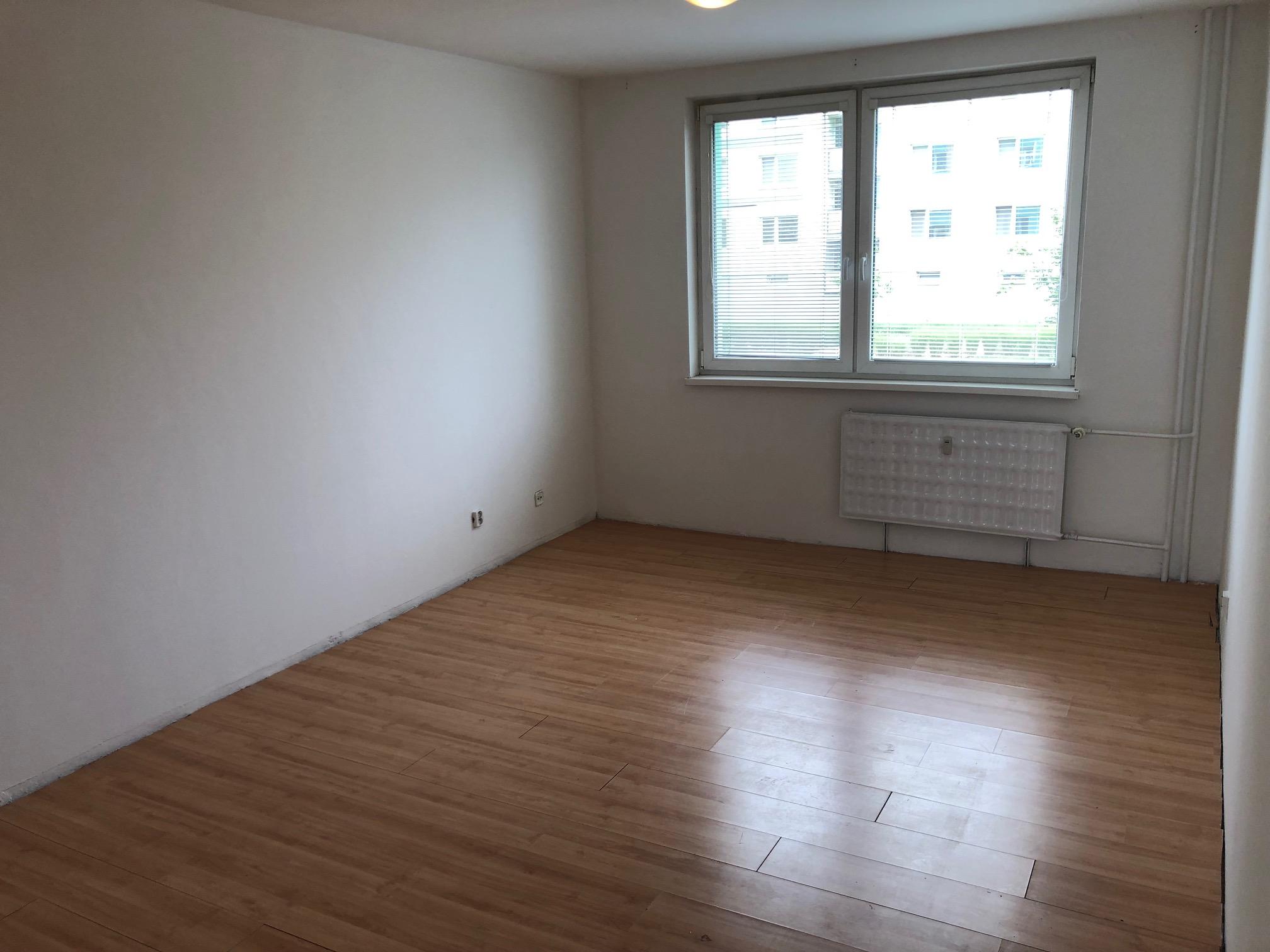 Predané: 2 izbový byt, 52m2, pivnica, pôvodný stav, Skuteckého, Malacky Juh-24