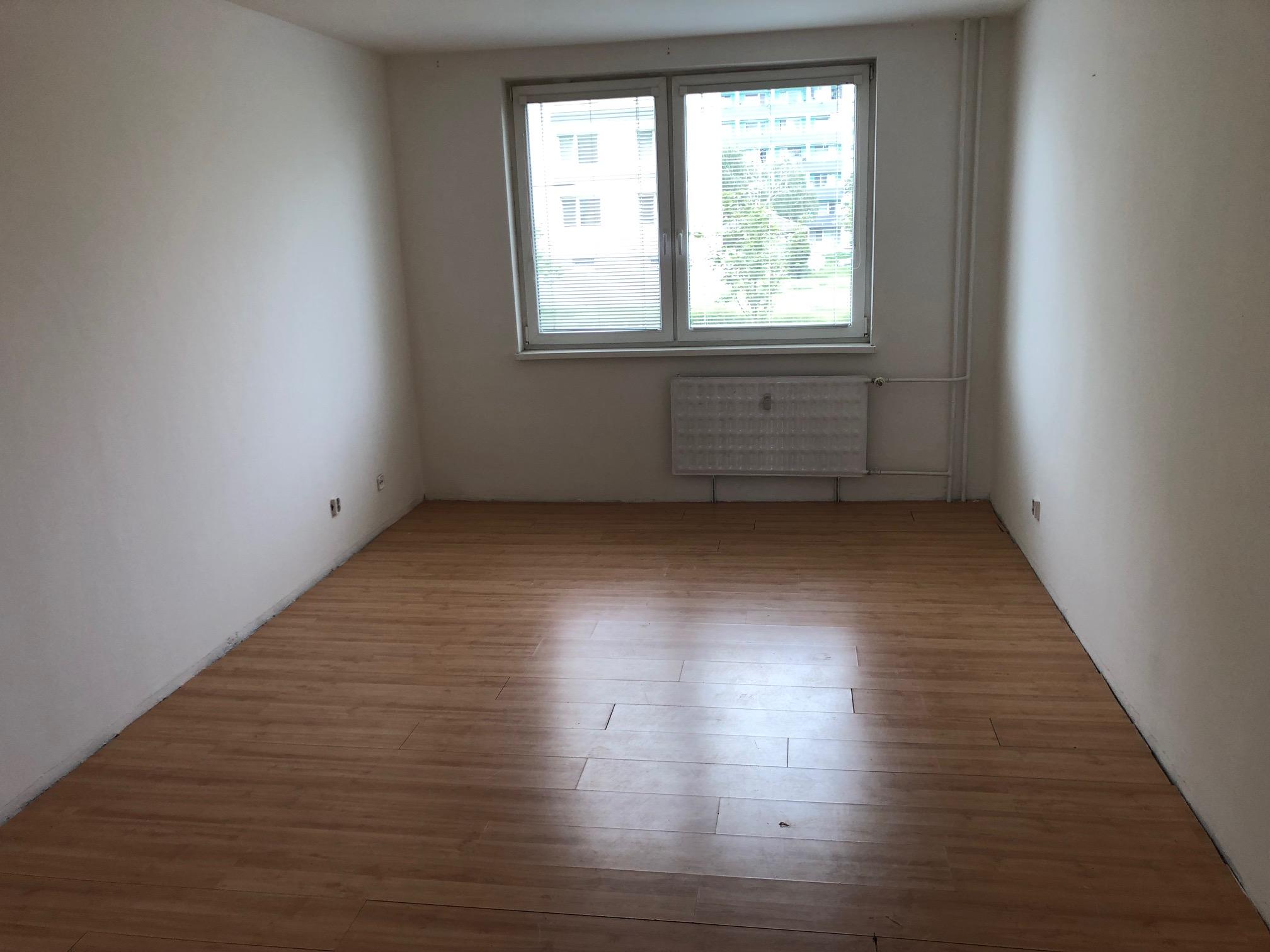 Predané: 2 izbový byt, 52m2, pivnica, pôvodný stav, Skuteckého, Malacky Juh-23