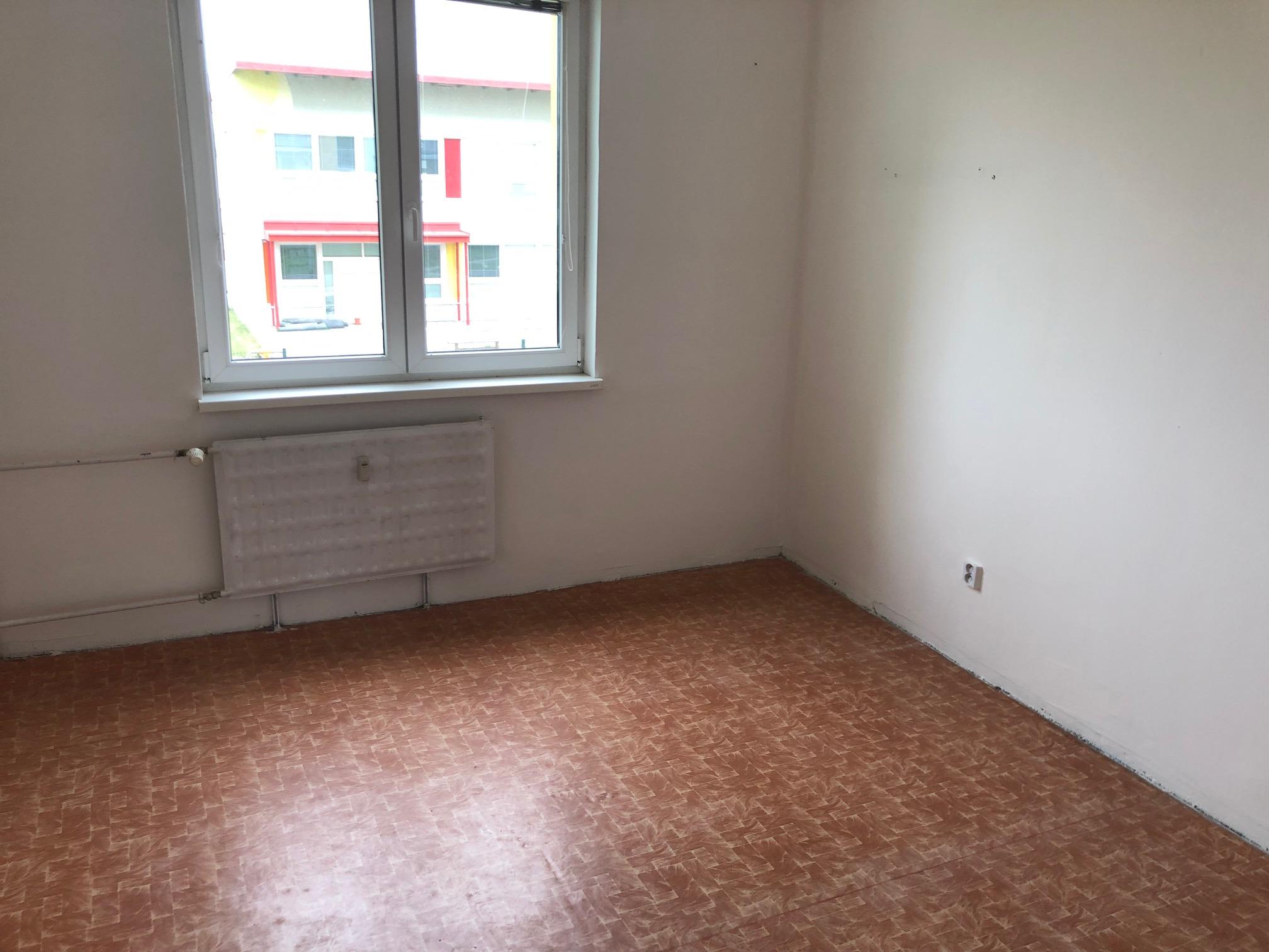 Predané: 2 izbový byt, 52m2, pivnica, pôvodný stav, Skuteckého, Malacky Juh-22