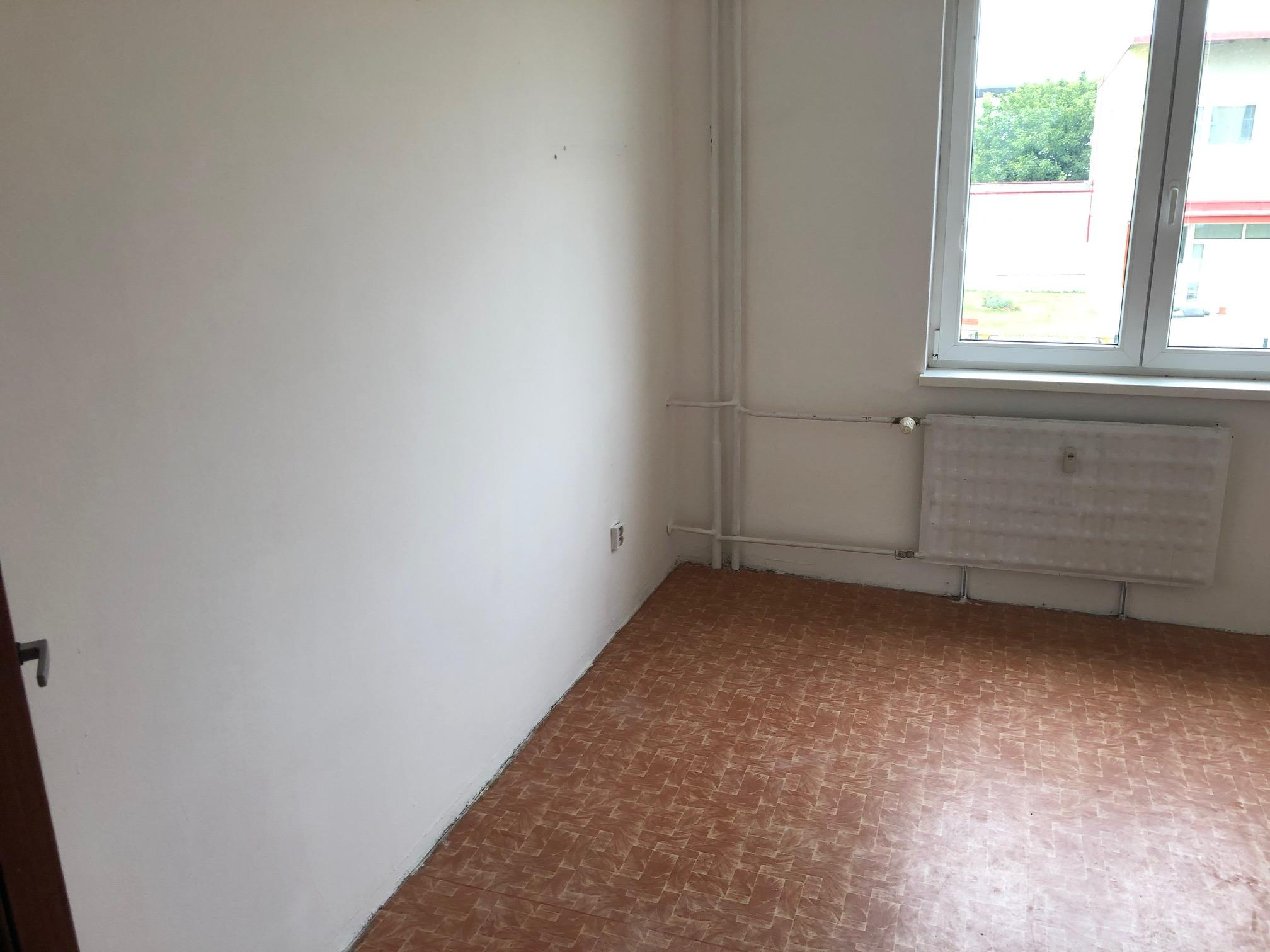 Predané: 2 izbový byt, 52m2, pivnica, pôvodný stav, Skuteckého, Malacky Juh-21