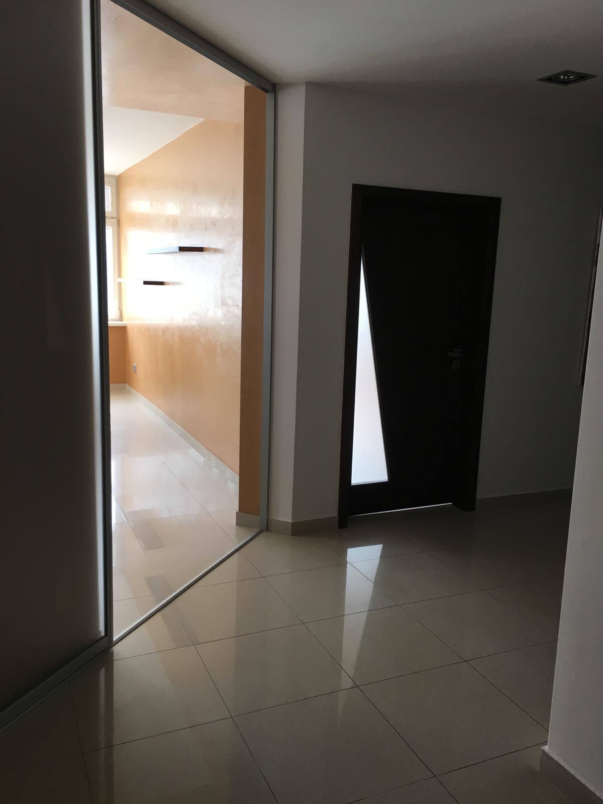 Prenajate: Prenájom 4 izbového luxusného bytu, Pri Slavíne, novostavba, 2x parkovanie, Boženy Nemcovej, Centrum-7
