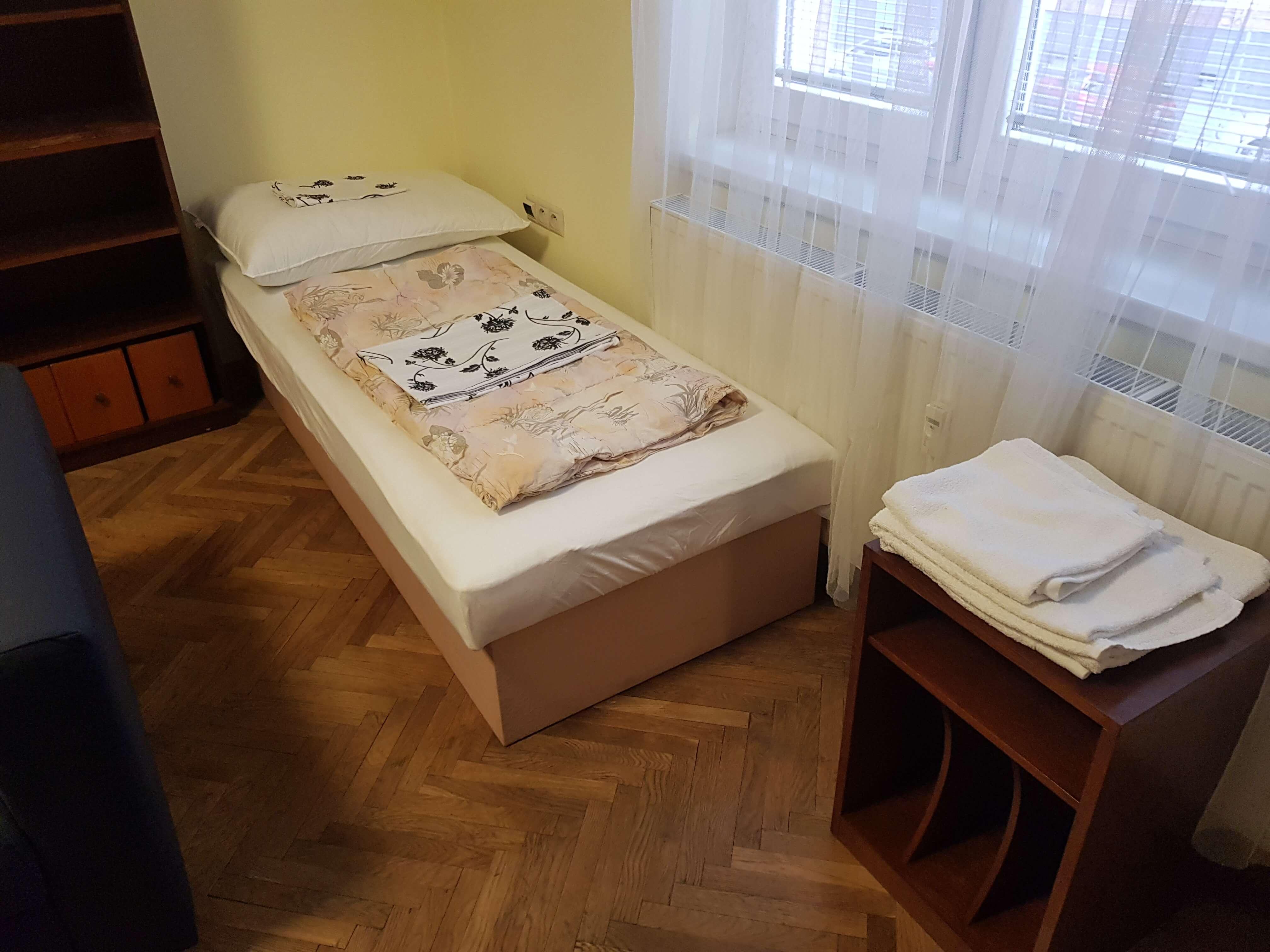 Prenájom jednej izby v 2 izb. byte, staré mesto, Šancová ulica, Bratislava, 80m2, zariadený-4